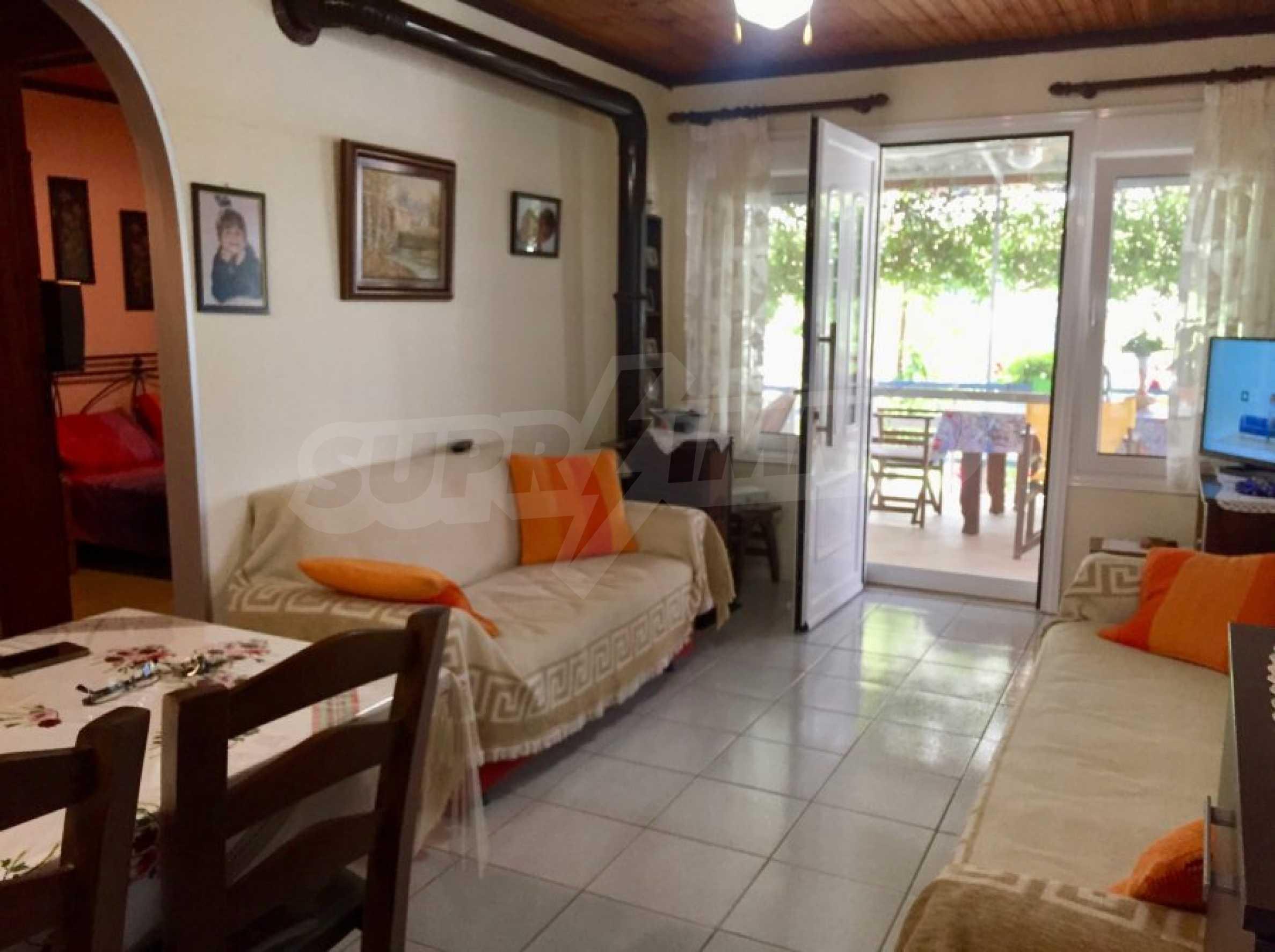Къща с две спални и прекрасна градина 4