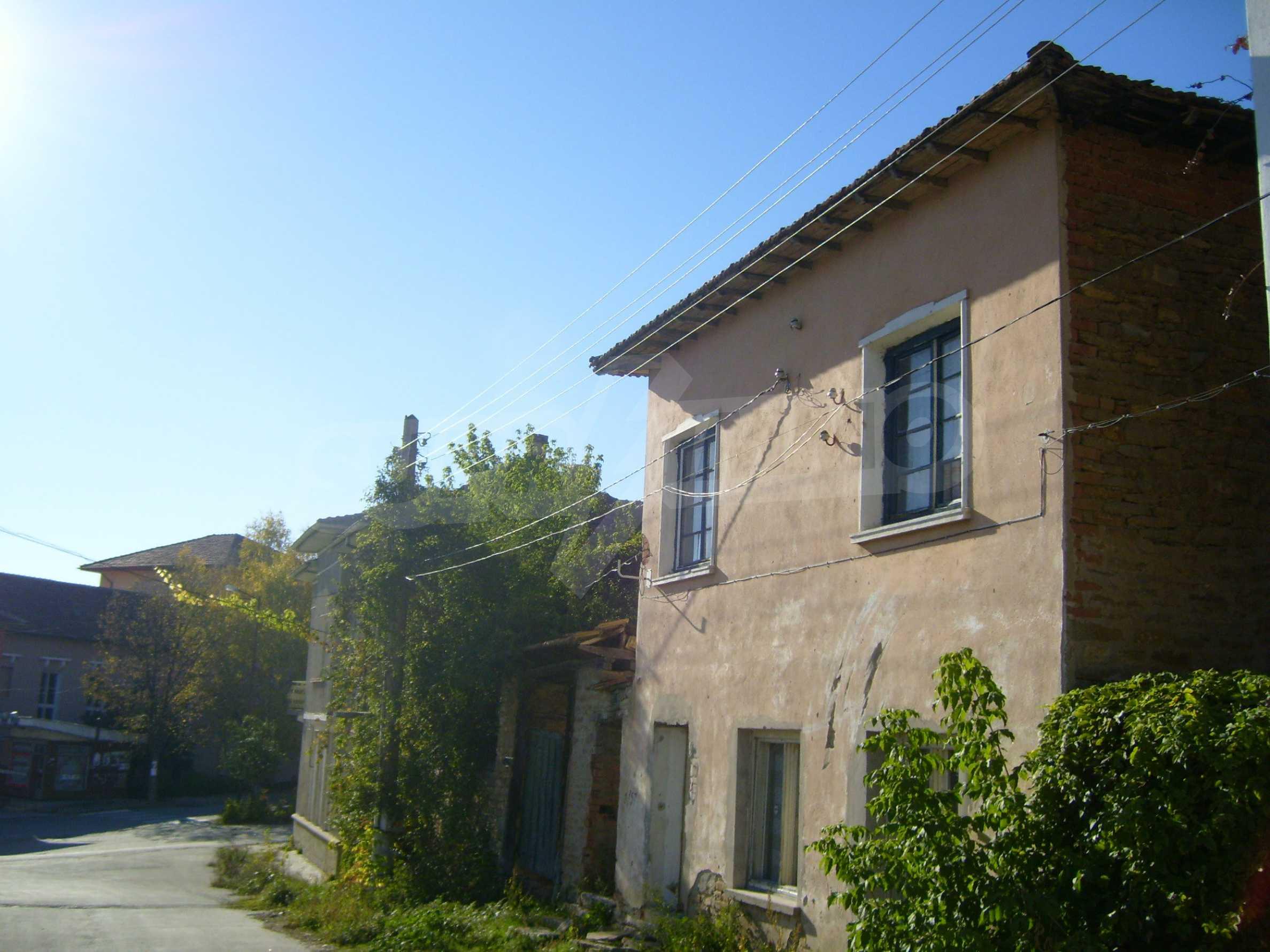 Двуетажна къща с двор в село на 35 км от Велико Търново  19
