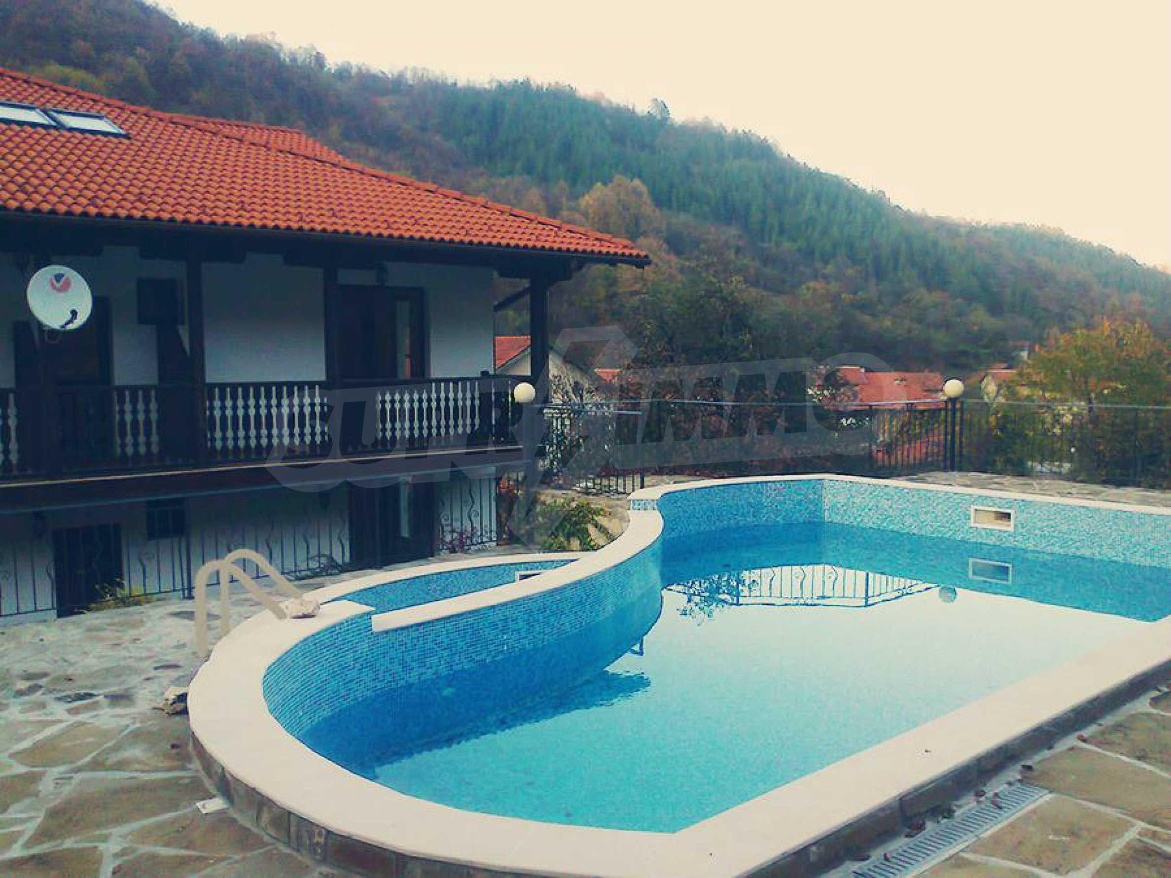 Neu erbautes, komfortabel eingerichtetes Hotel mit Pool im Herzen des Balkangebirges 1