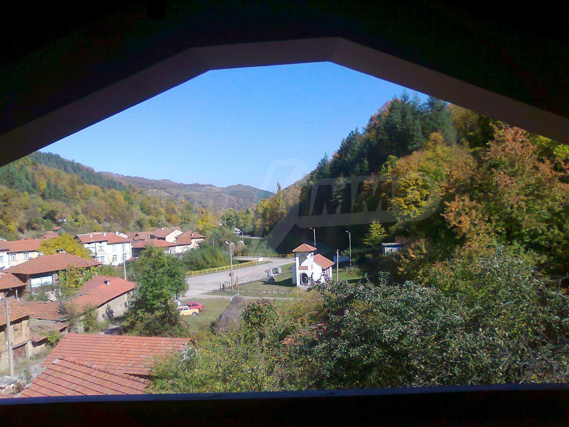Neu erbautes, komfortabel eingerichtetes Hotel mit Pool im Herzen des Balkangebirges 2