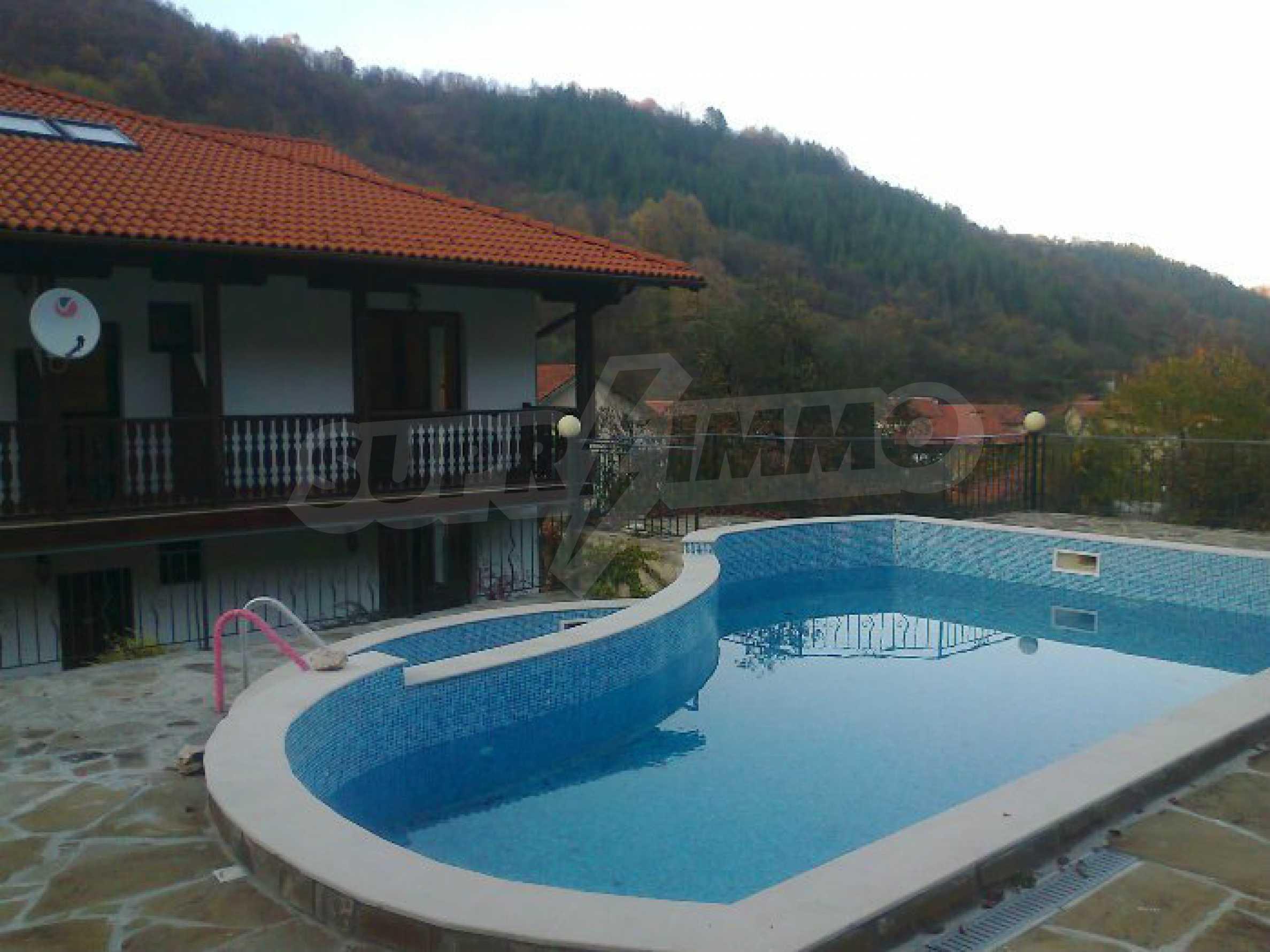 Neu erbautes, komfortabel eingerichtetes Hotel mit Pool im Herzen des Balkangebirges 3