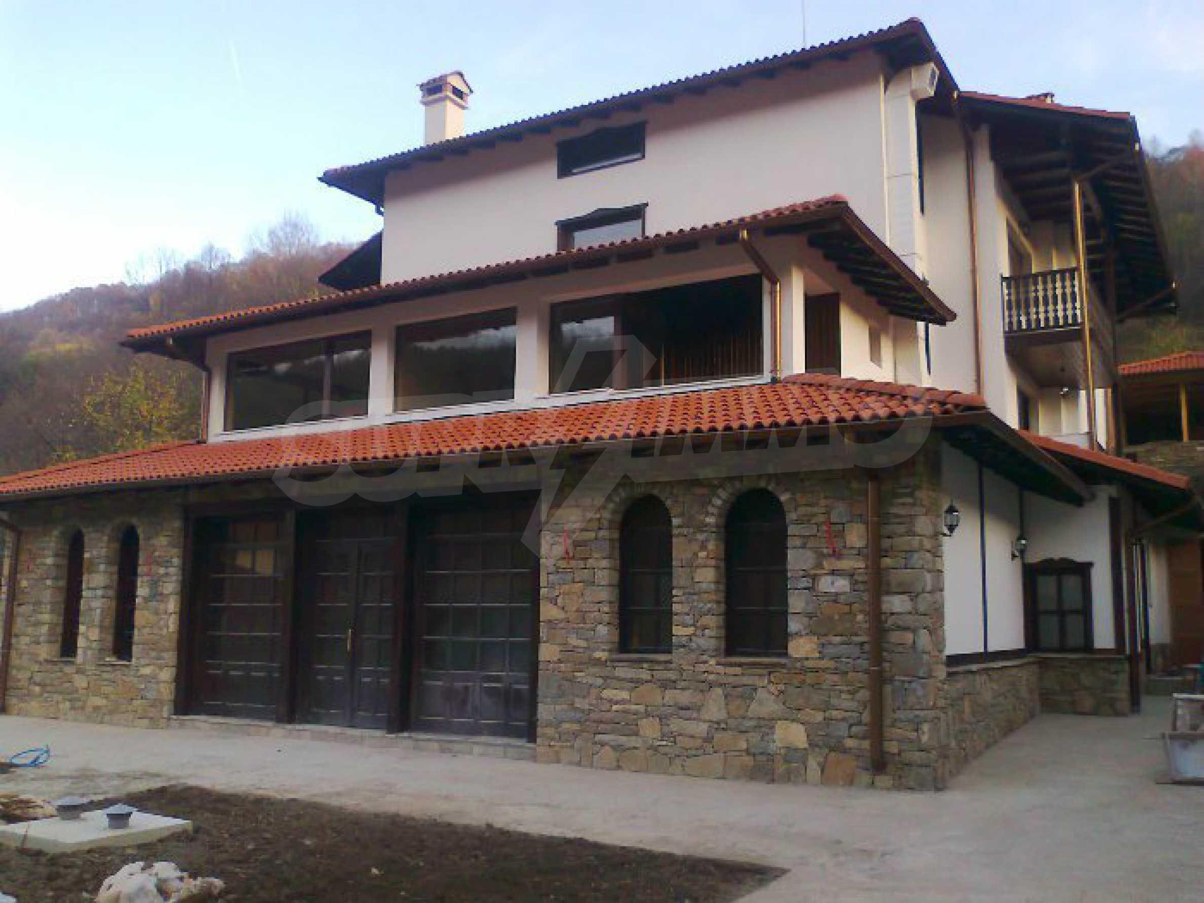 Neu erbautes, komfortabel eingerichtetes Hotel mit Pool im Herzen des Balkangebirges 4