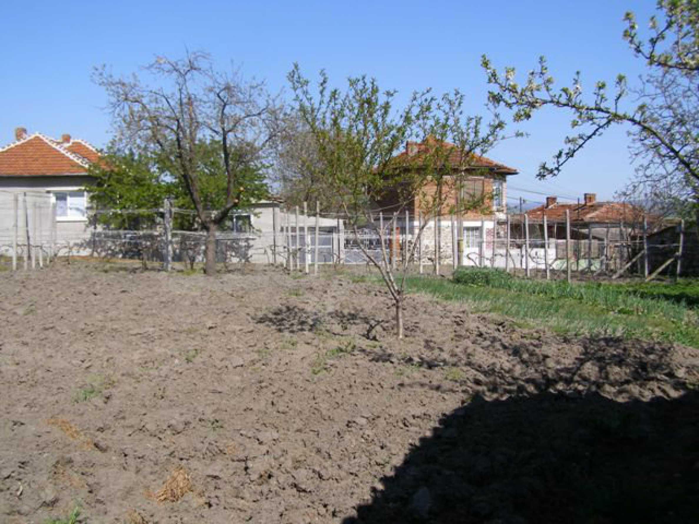 Großes einstöckiges Haus mit Hof in Simeonovgrad 22