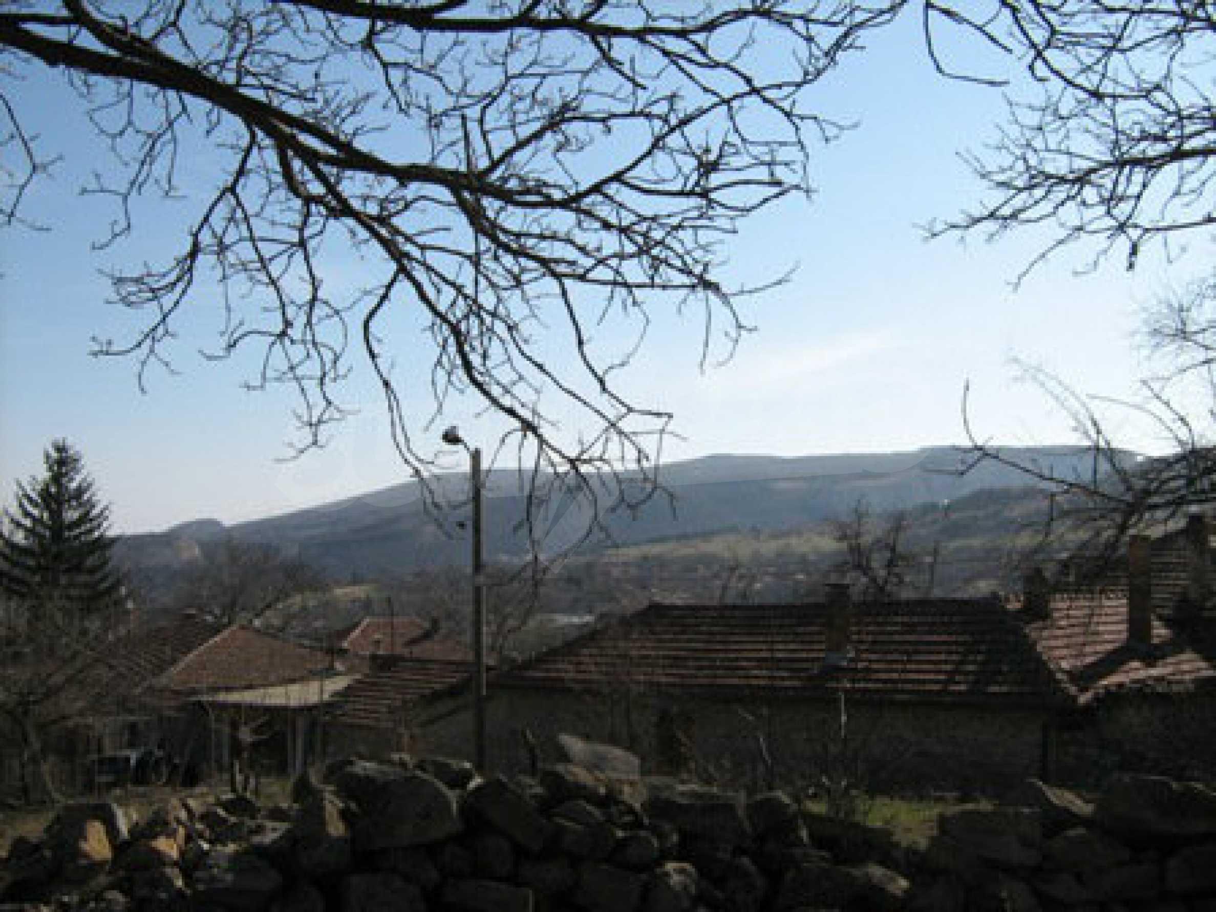 Ein altes authentisches Haus mit einem großen Garten in der Nähe der alten Hauptstadt 11