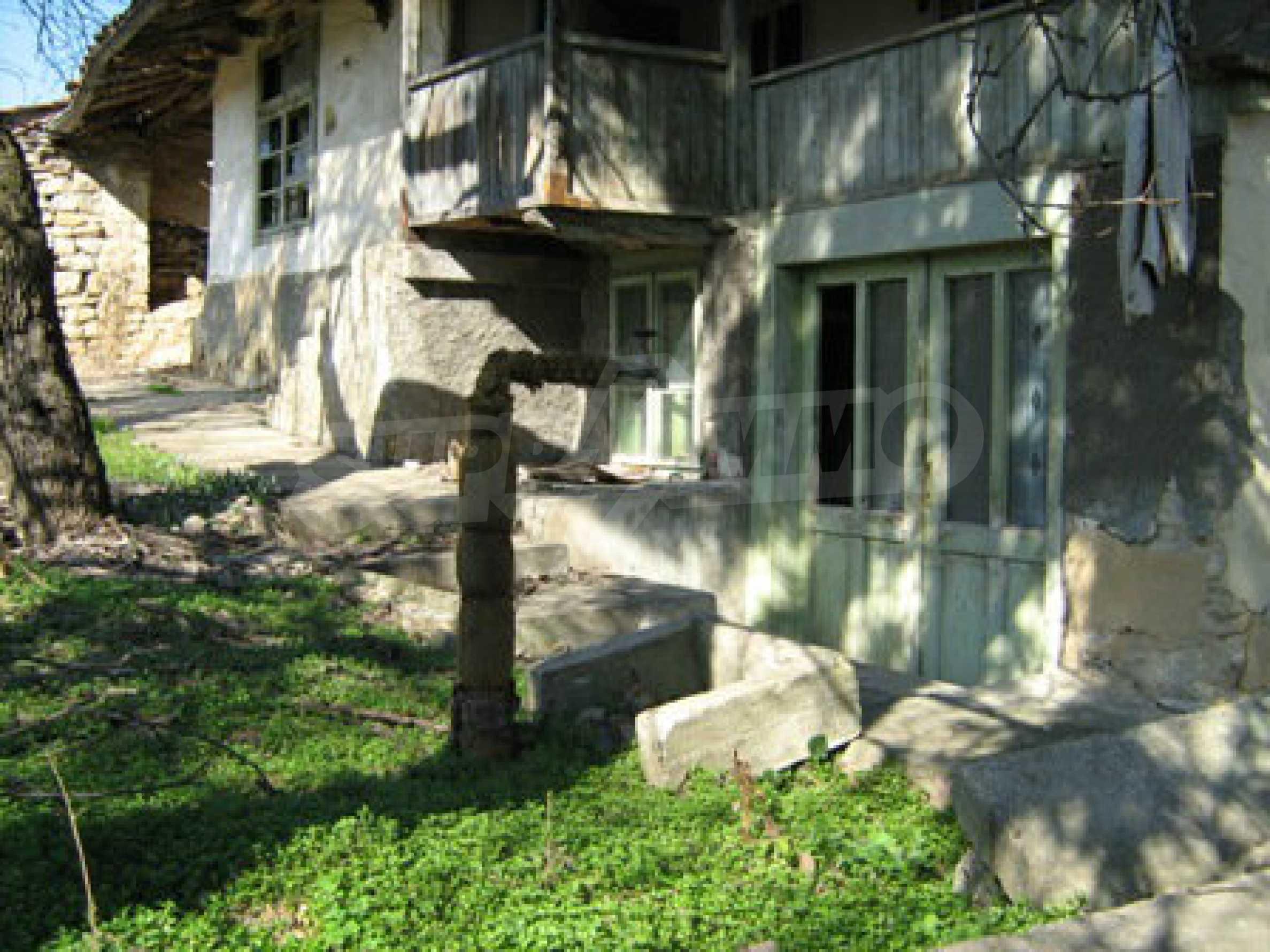 Ein altes authentisches Haus mit einem großen Garten in der Nähe der alten Hauptstadt 1