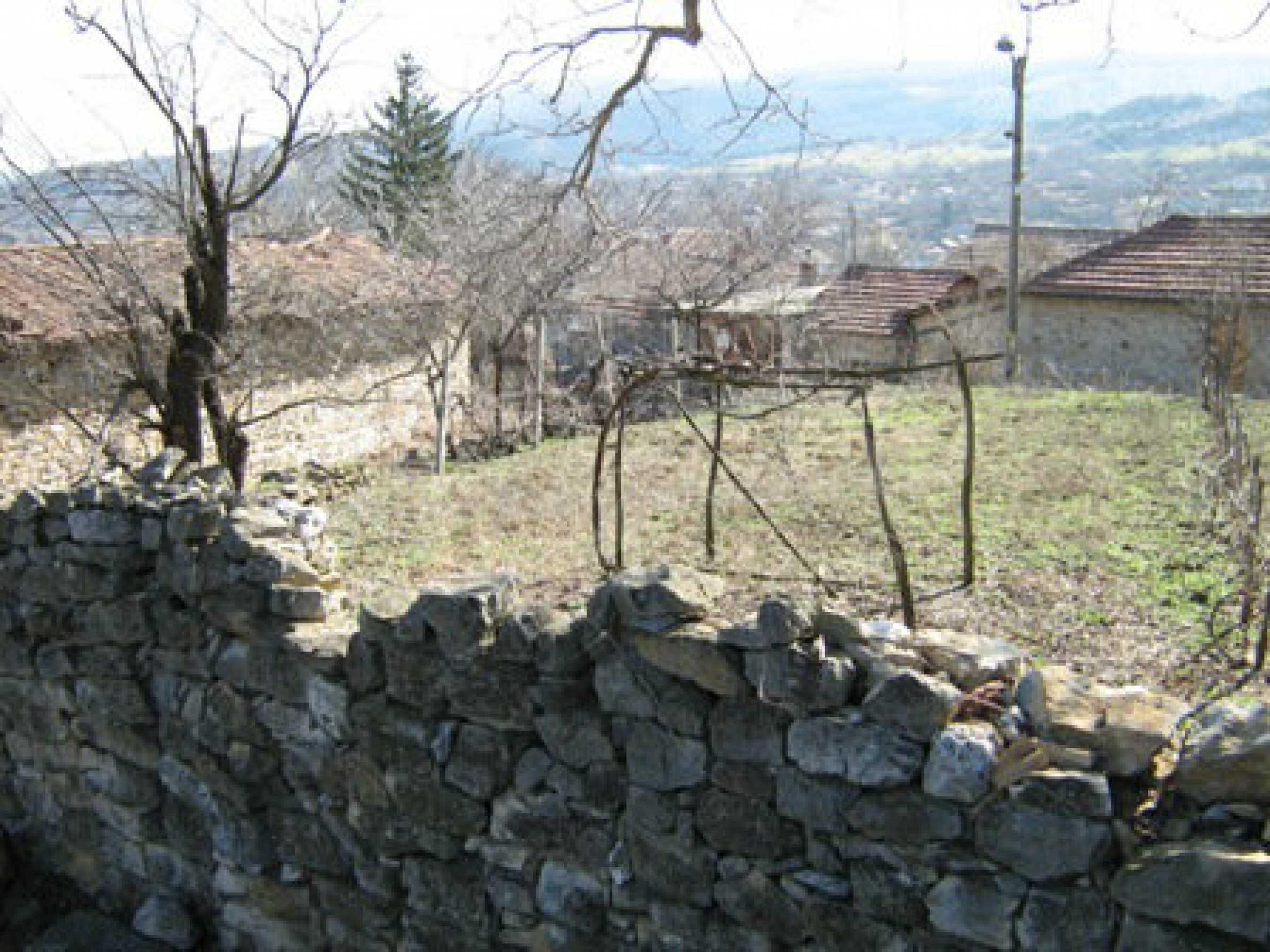 Ein altes authentisches Haus mit einem großen Garten in der Nähe der alten Hauptstadt 7