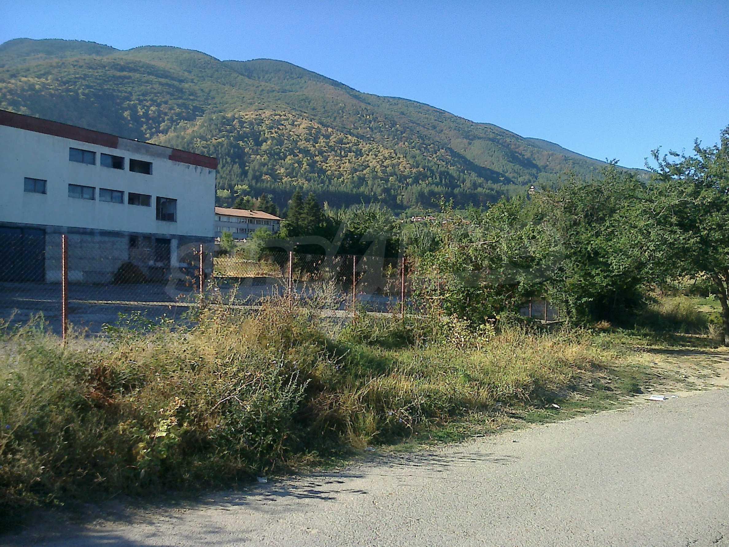Geregeltes Grundstück für Geschäftsimmobilien in der Nähe einer Mineralquelle in Sapareva Banya 1