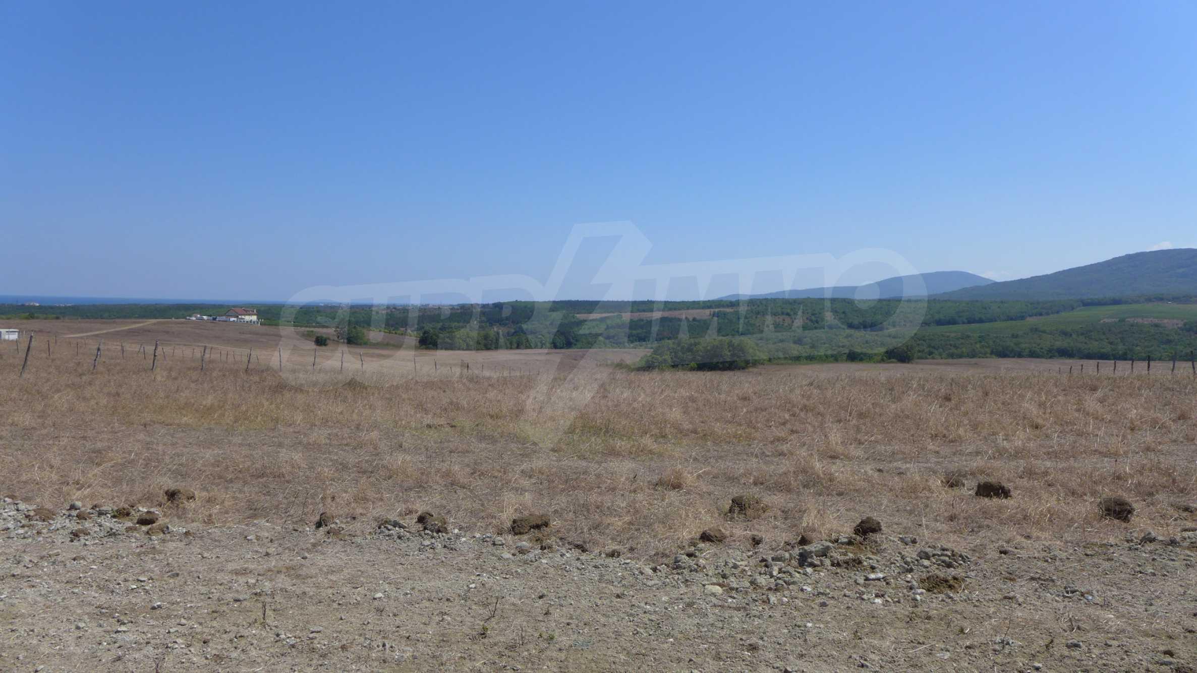 Geregeltes Grundstück in der Nähe des Dorfes Lozenets 7