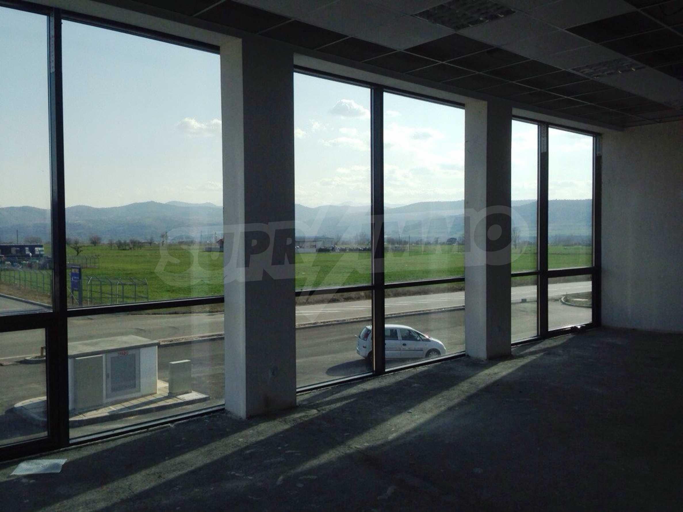 Neugebautes Bürogebäude in Blagoevgrad 11