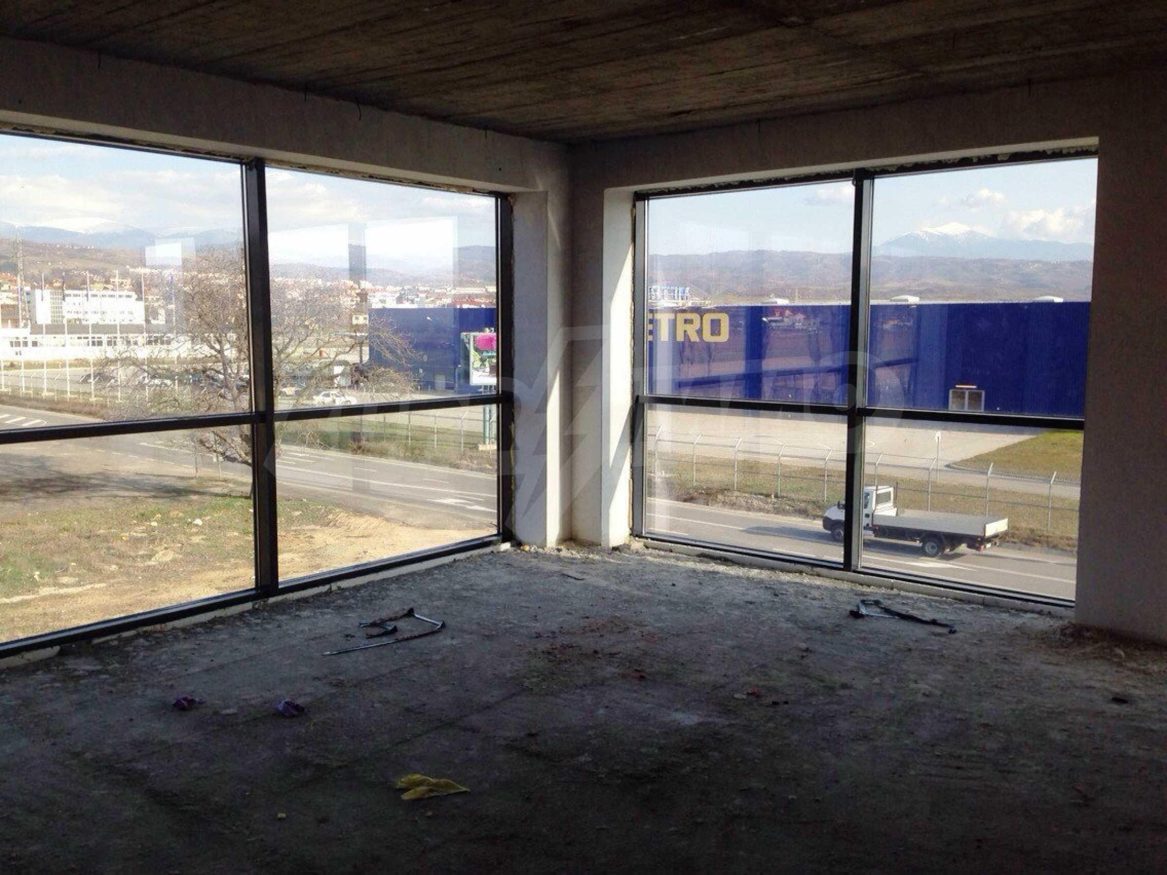 Neugebautes Bürogebäude in Blagoevgrad 14