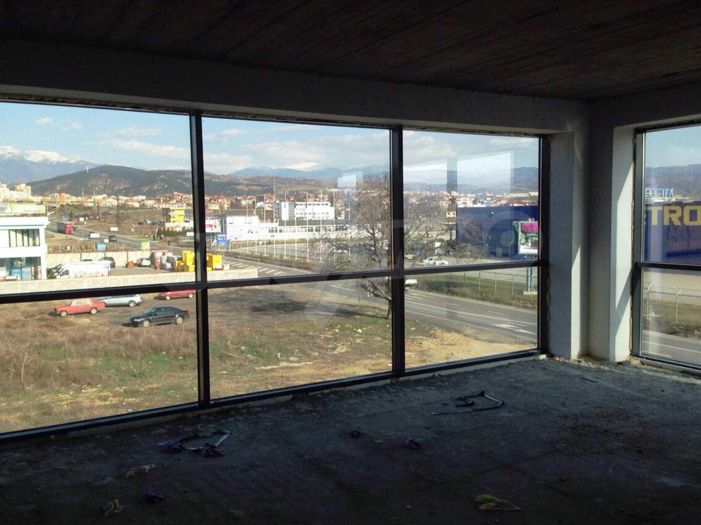 Neugebautes Bürogebäude in Blagoevgrad 15