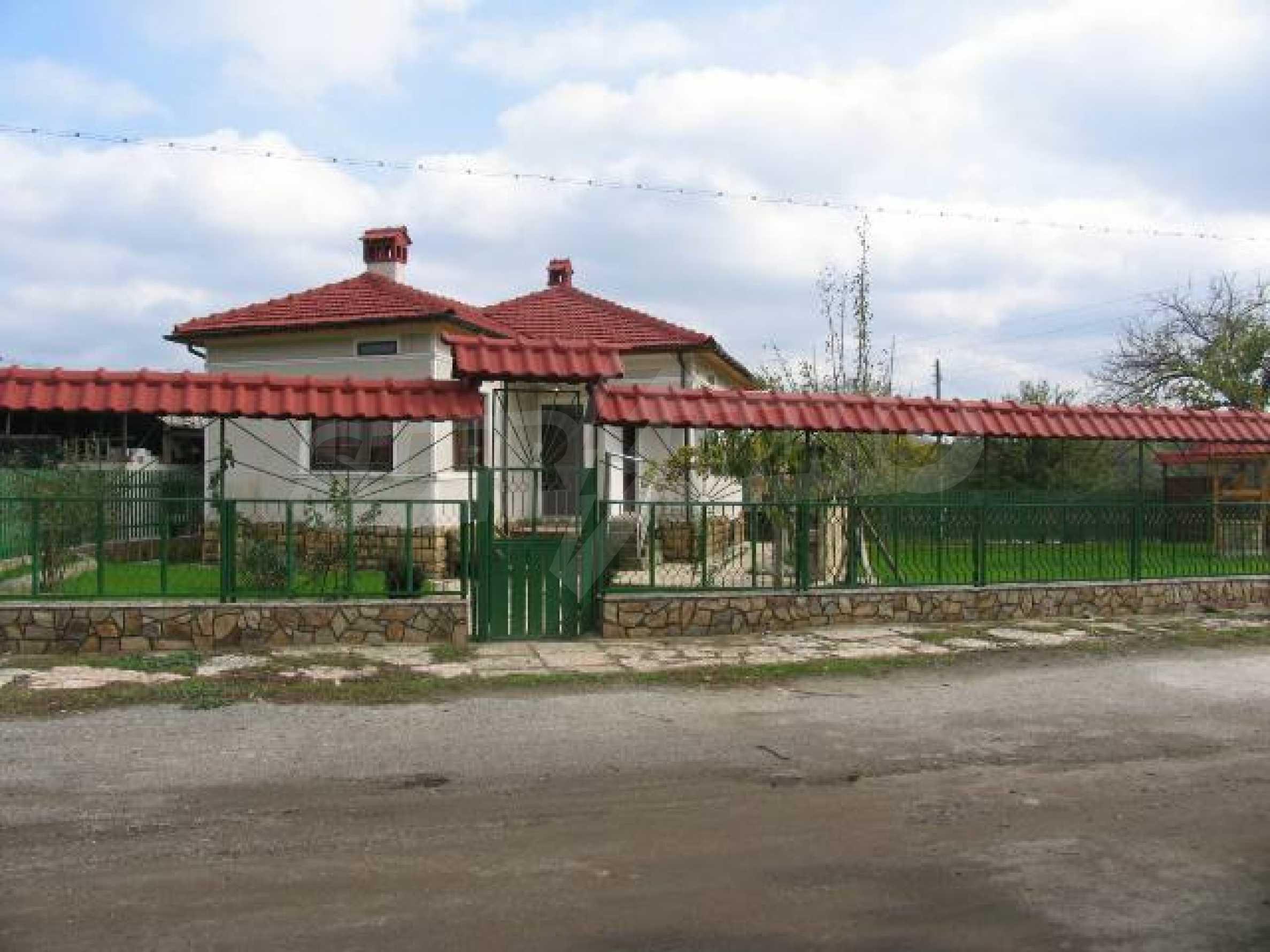 Къща за продажба в с. Козлодуйци на 60 км. от морето