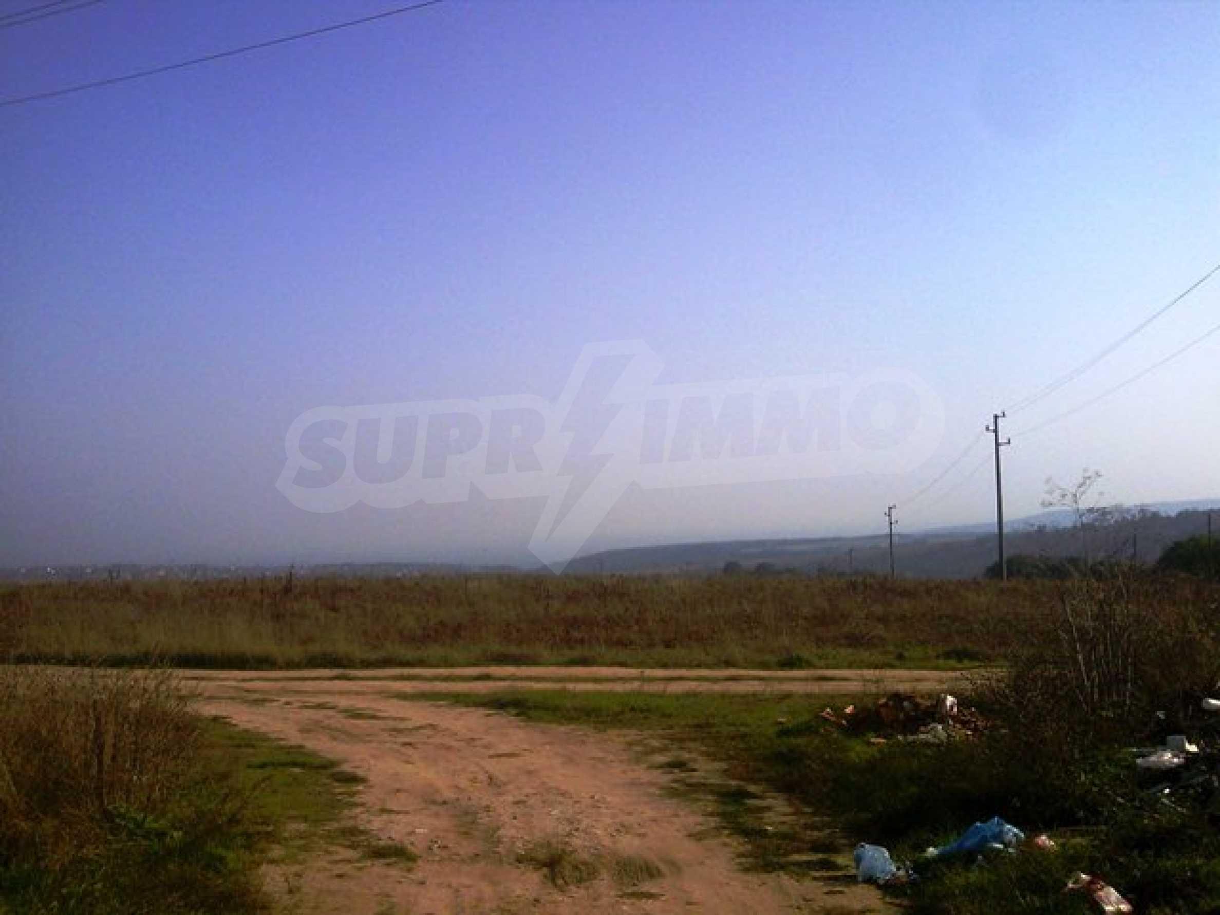 Сельскохозяйственные земли на продажу недалеко от Варны 1
