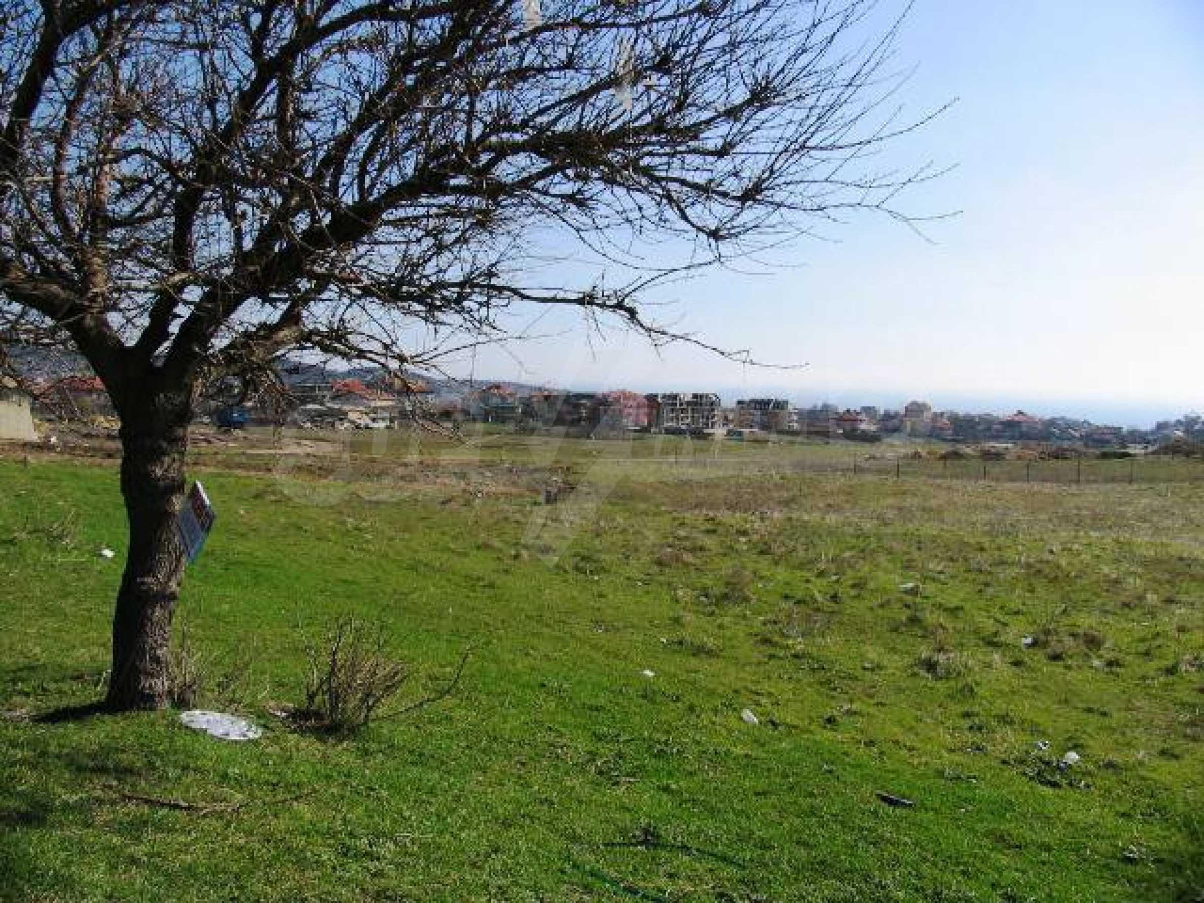 A vast plot of land in Vinitsa district - 5 kilometars from Varna centre. 2