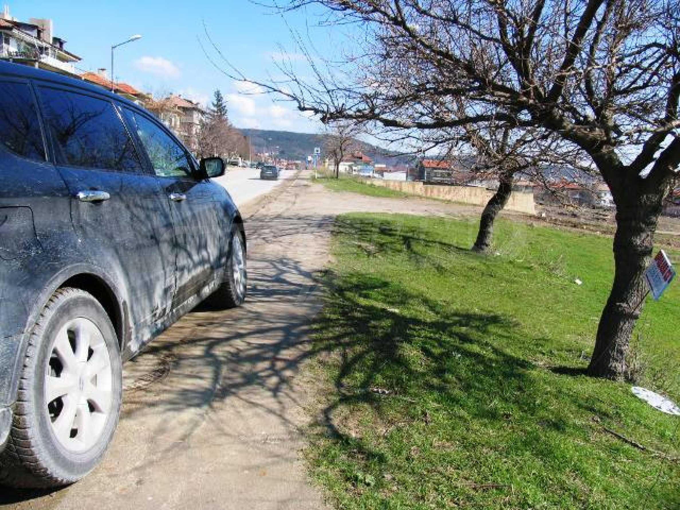 A vast plot of land in Vinitsa district - 5 kilometars from Varna centre. 3