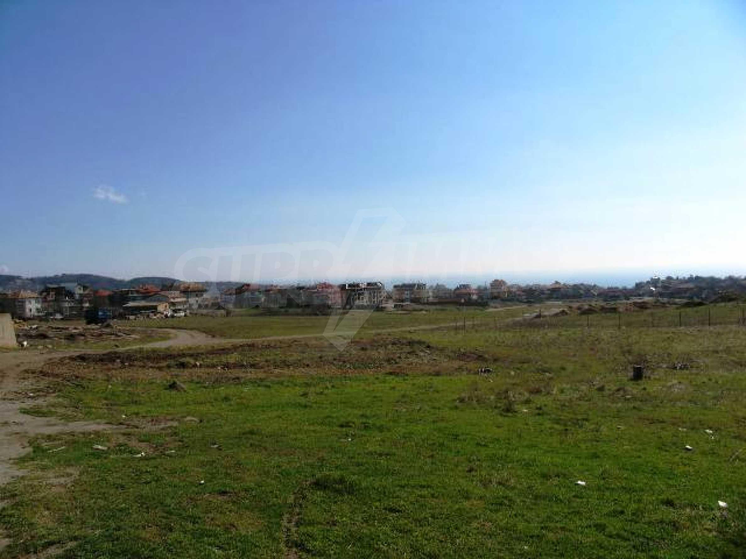 A vast plot of land in Vinitsa district - 5 kilometars from Varna centre. 4