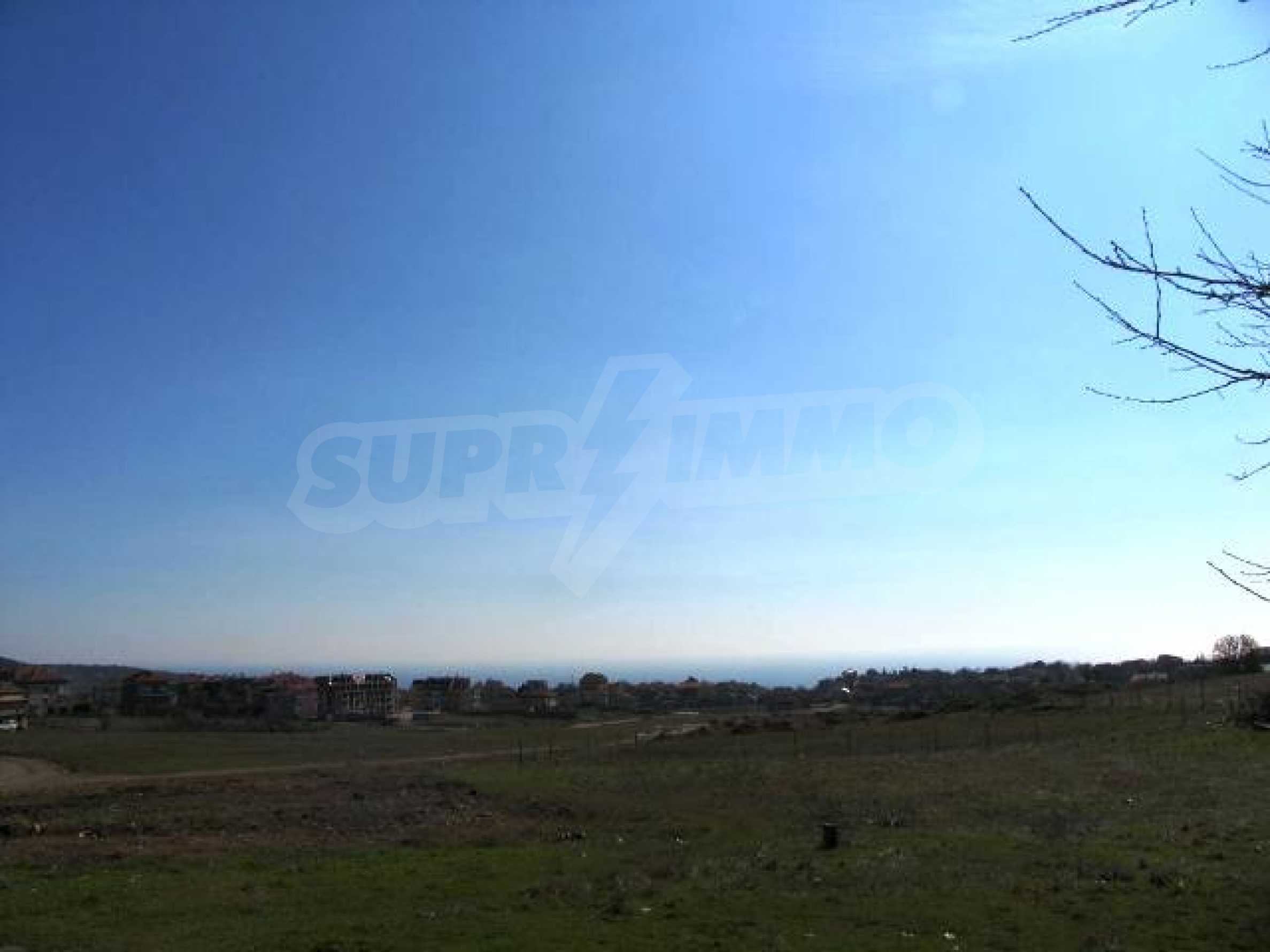 A vast plot of land in Vinitsa district - 5 kilometars from Varna centre. 6