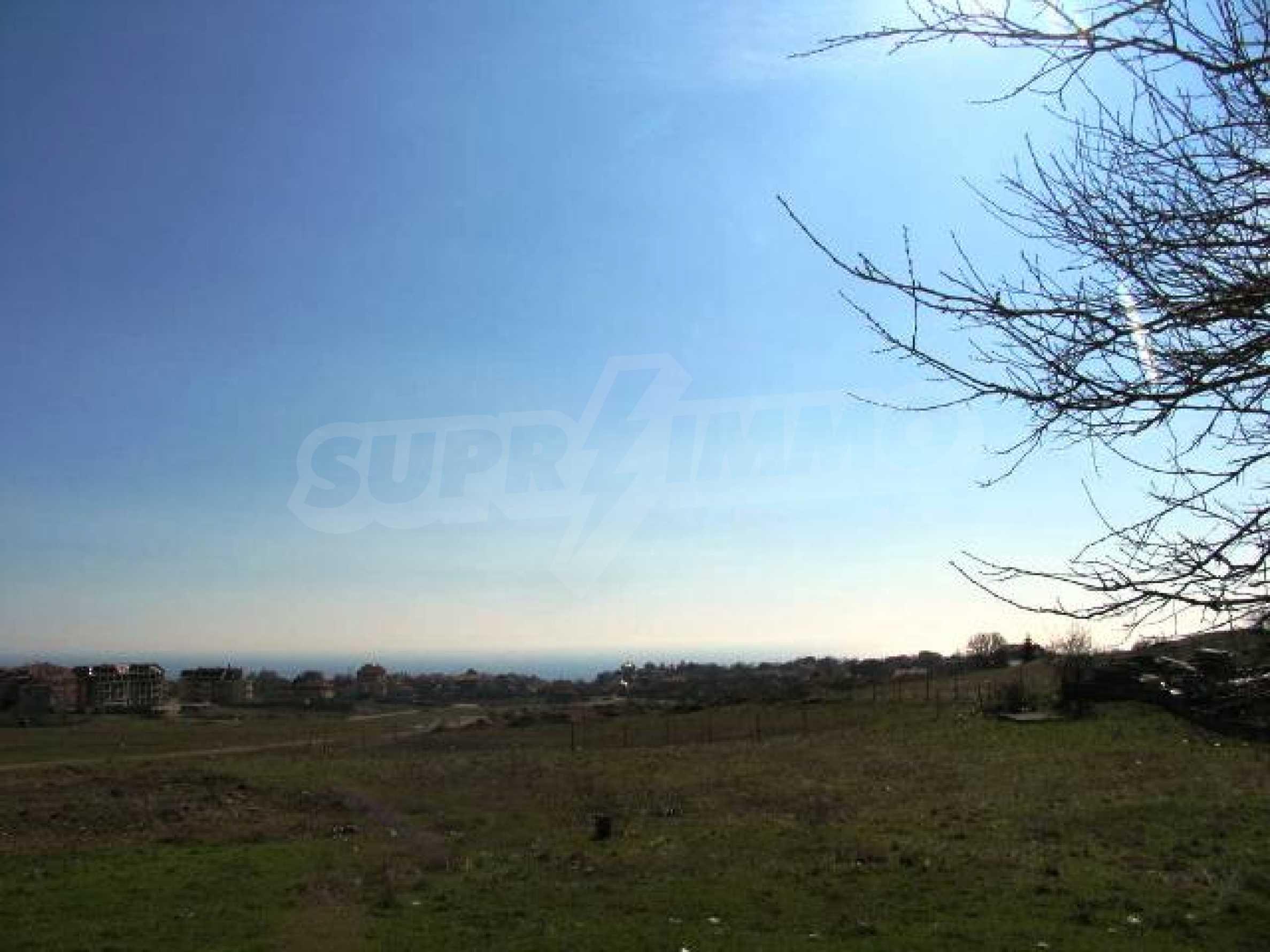 A vast plot of land in Vinitsa district - 5 kilometars from Varna centre. 7
