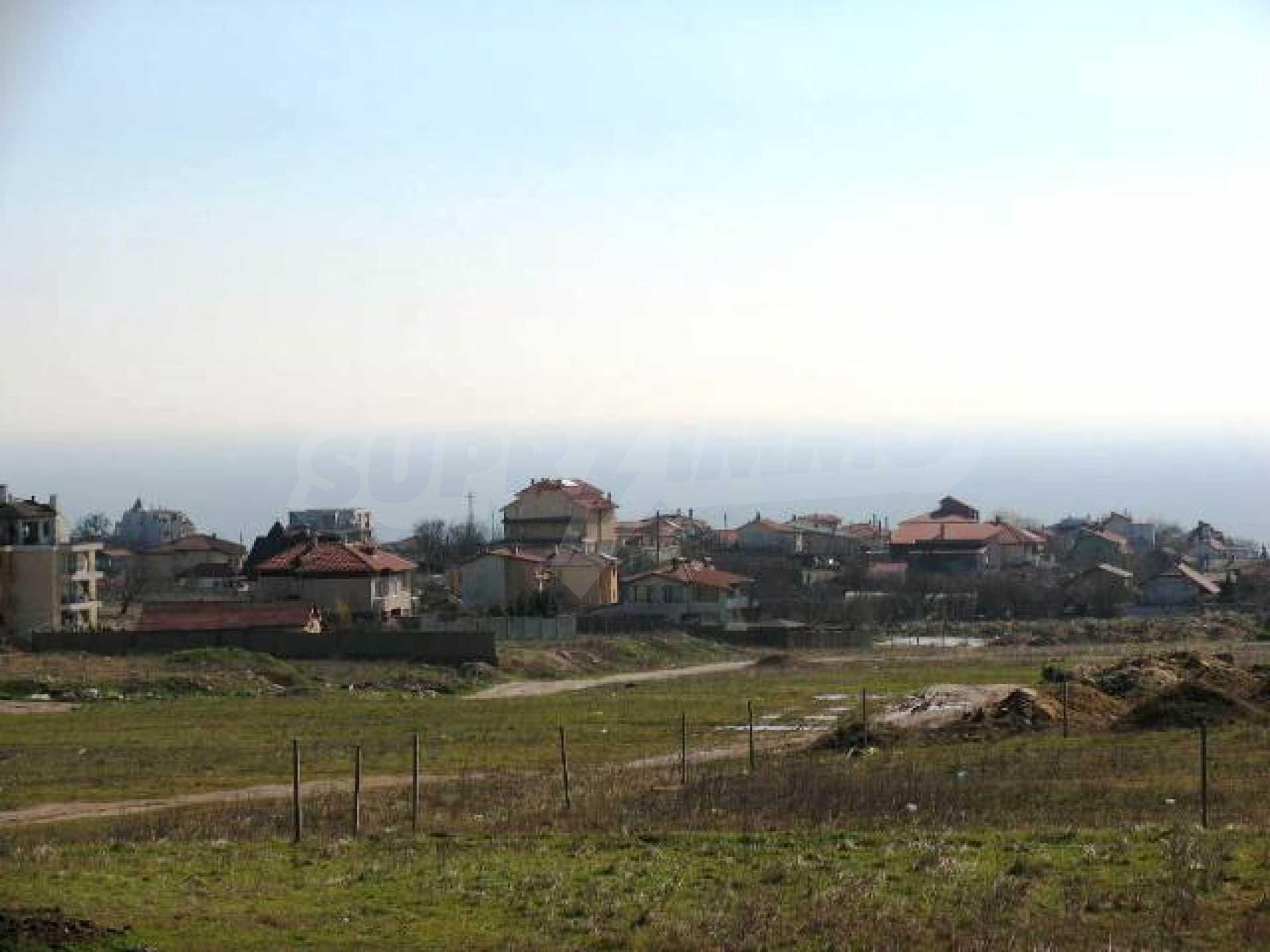 A vast plot of land in Vinitsa district - 5 kilometars from Varna centre. 8