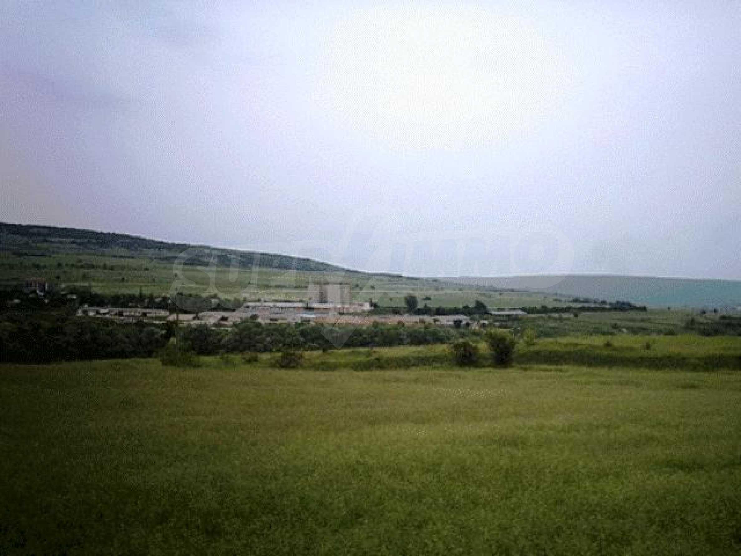A vast plot of land near the sea!  10