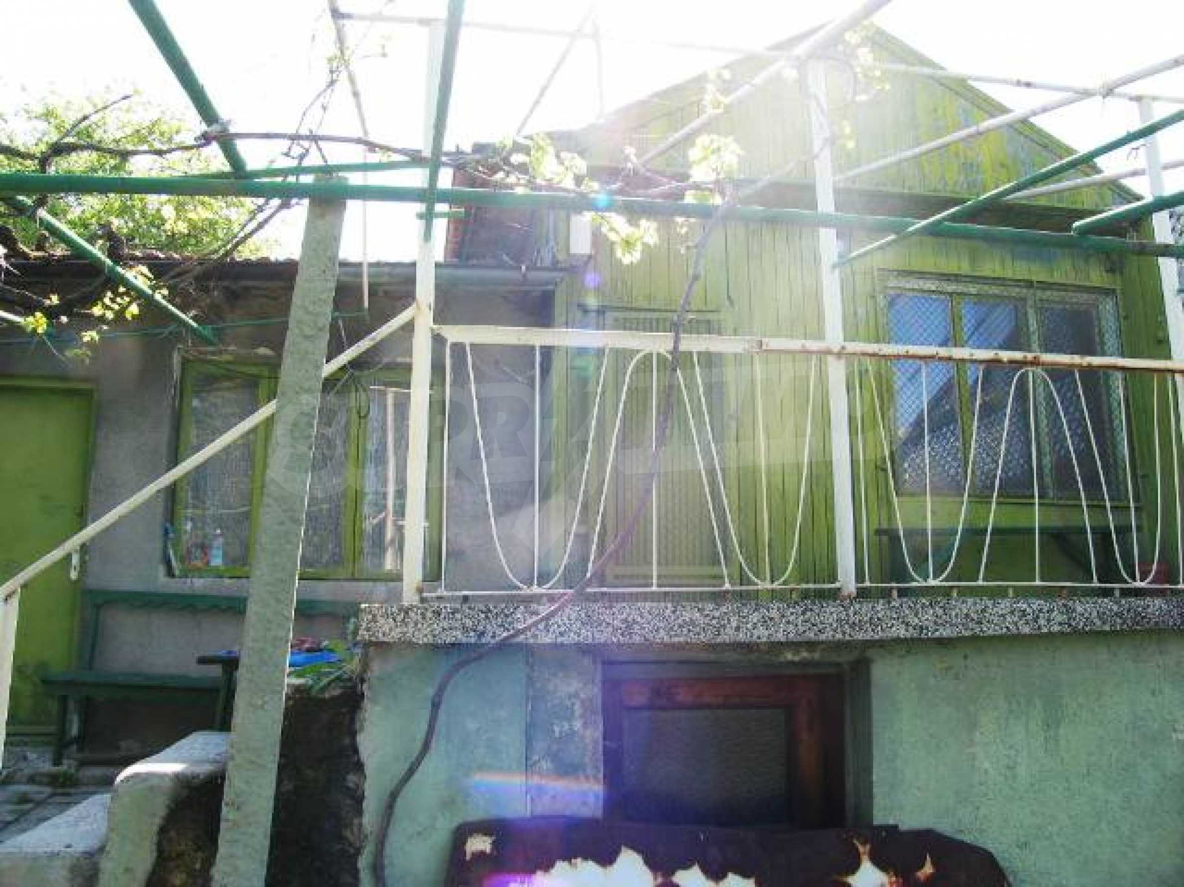 Well-sized house with plot of land close to Varna and the sea  12
