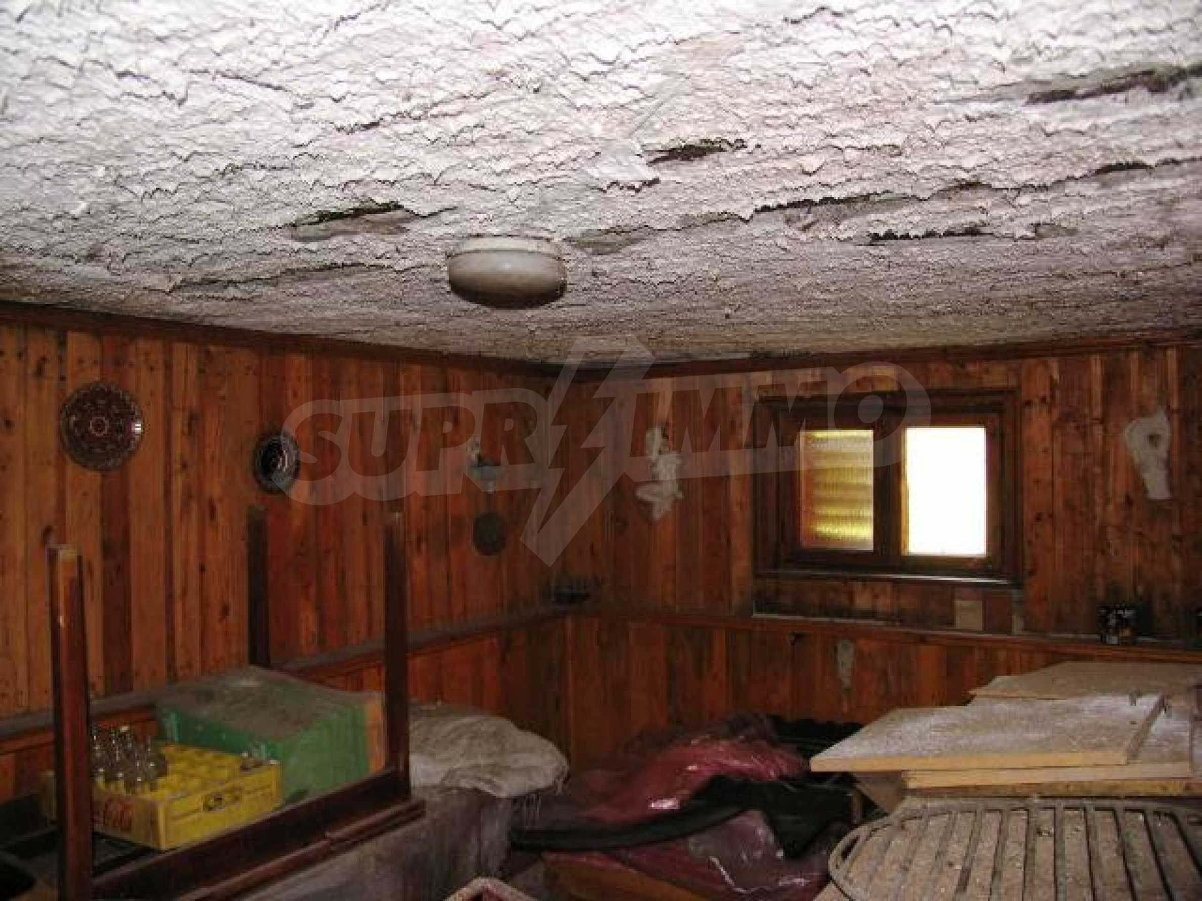 Well-sized house with plot of land close to Varna and the sea  38