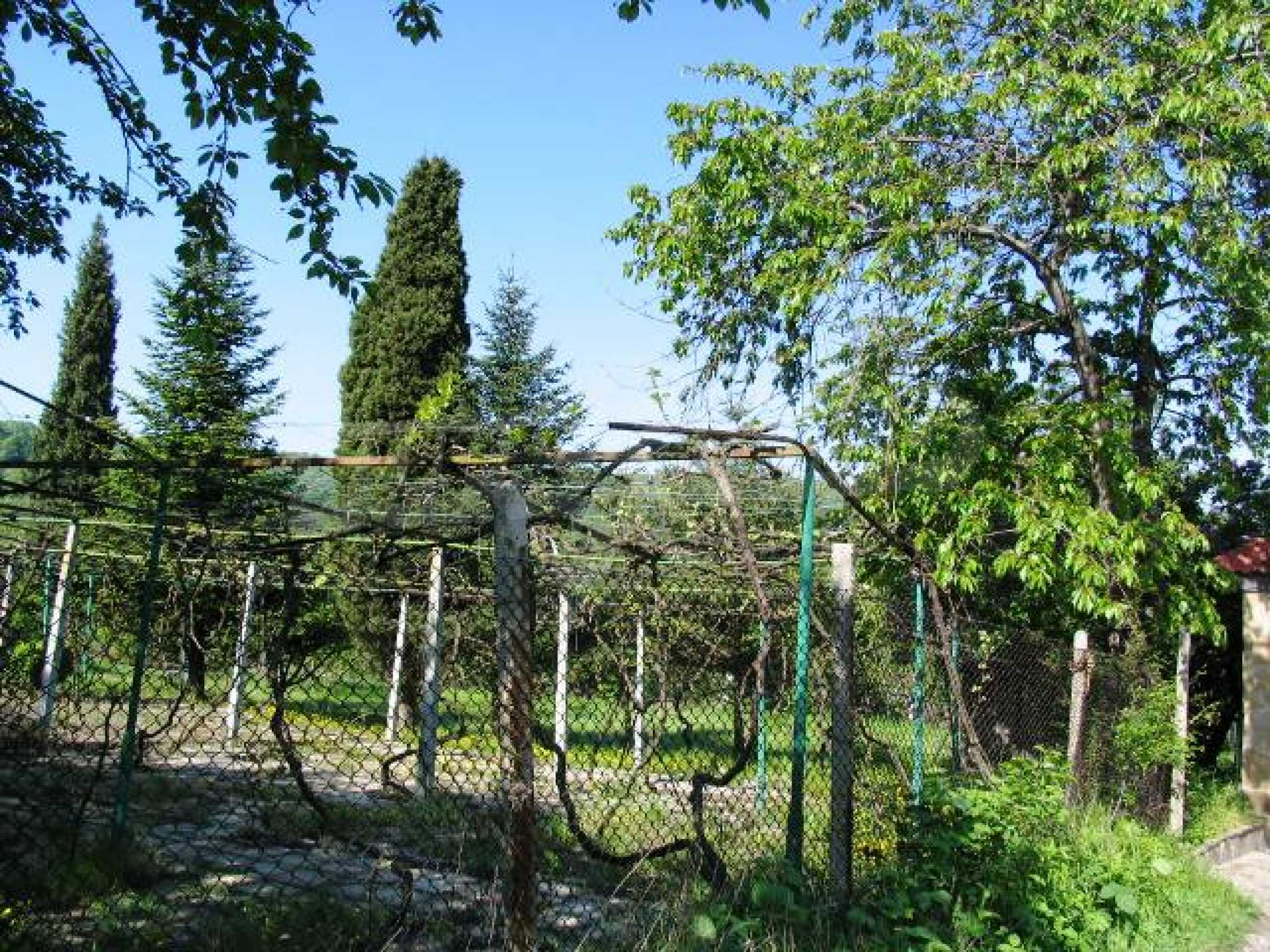 Well-sized house with plot of land close to Varna and the sea  5