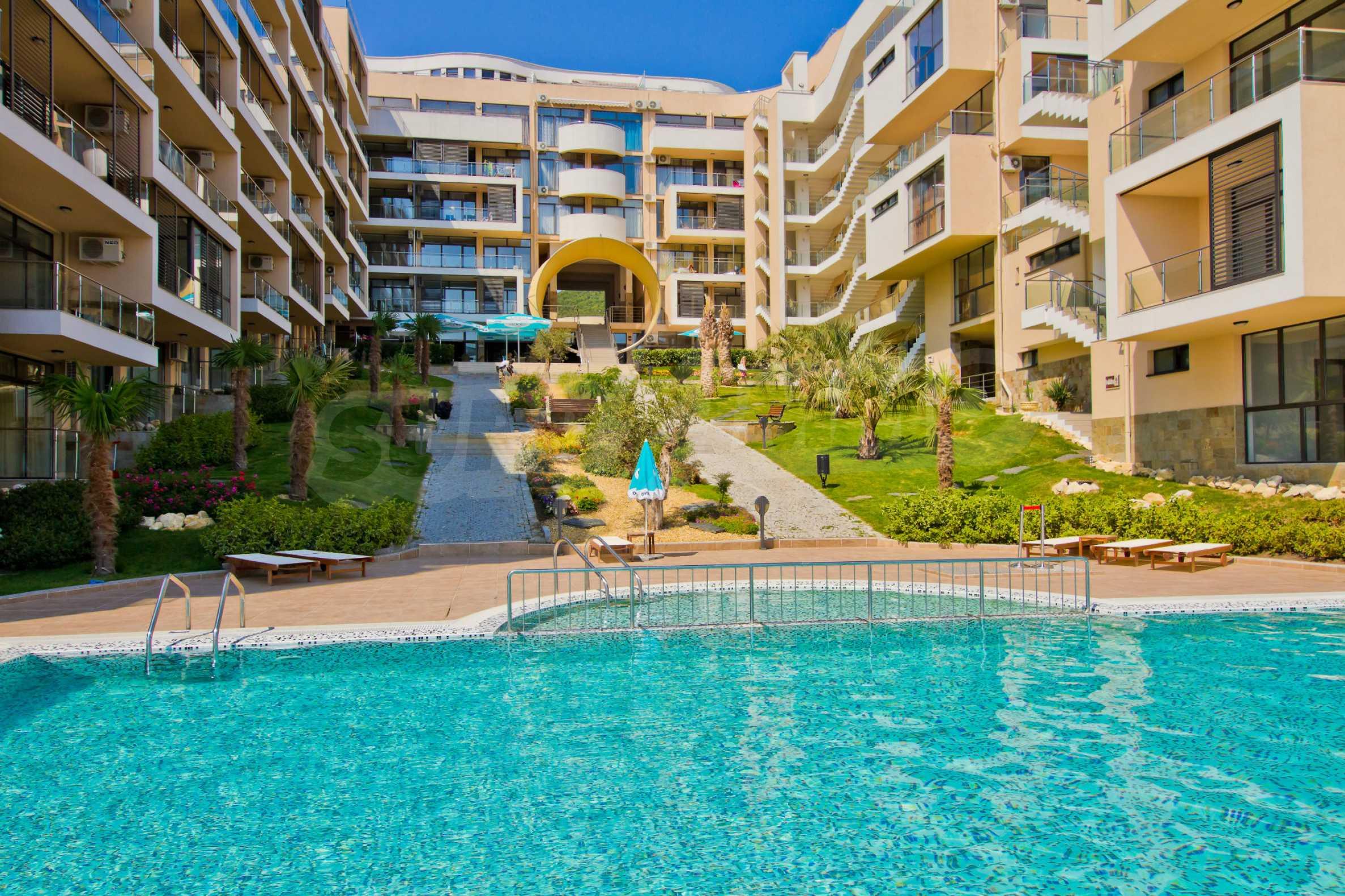 Изискани апартаменти и екстри в комплекс на първа линия море 12