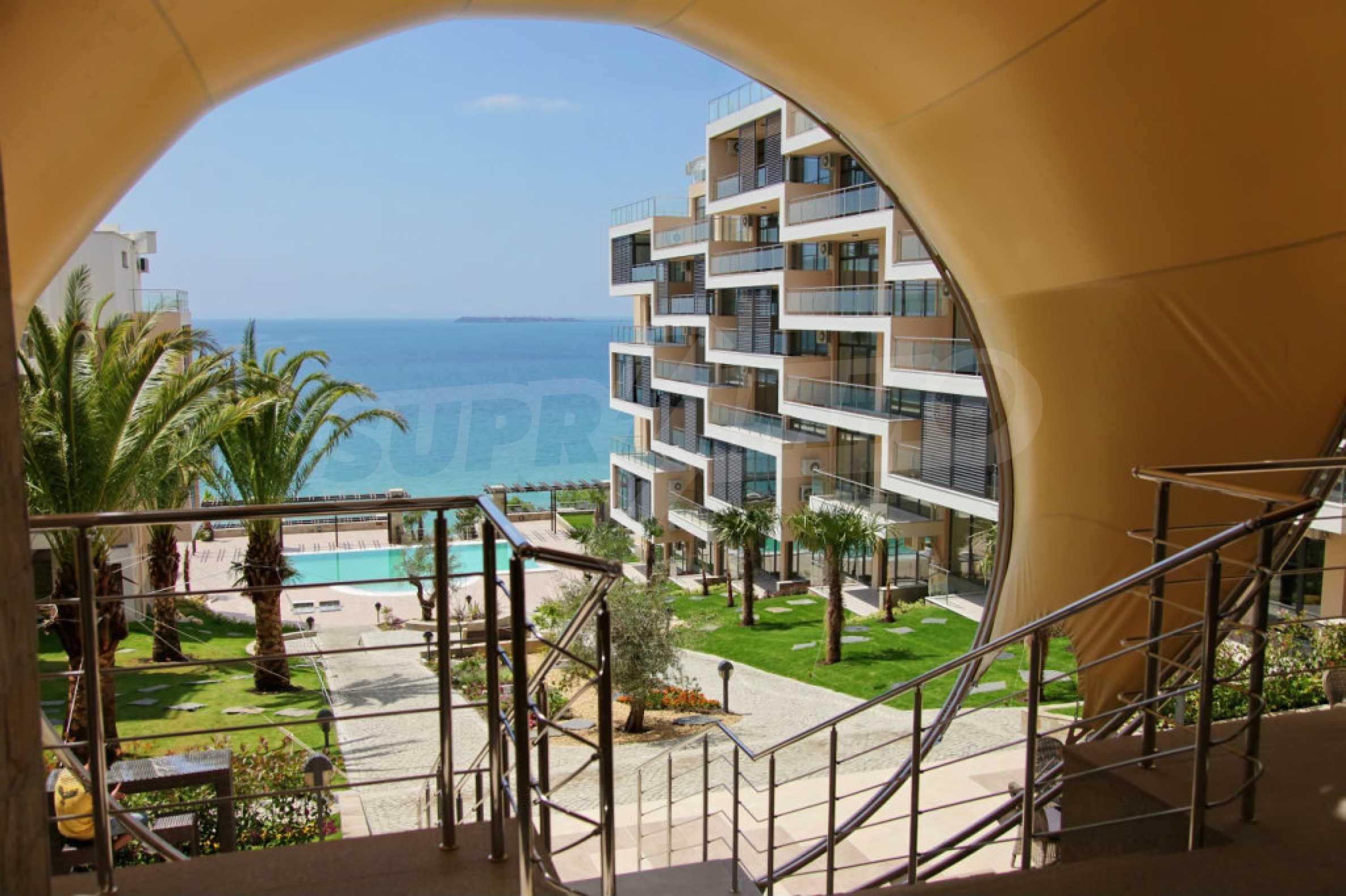 Изискани апартаменти и екстри в комплекс на първа линия море 15