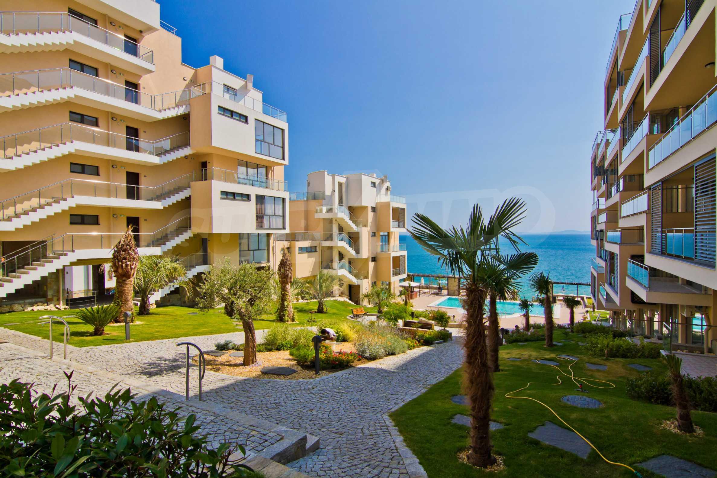 Изискани апартаменти и екстри в комплекс на първа линия море 6