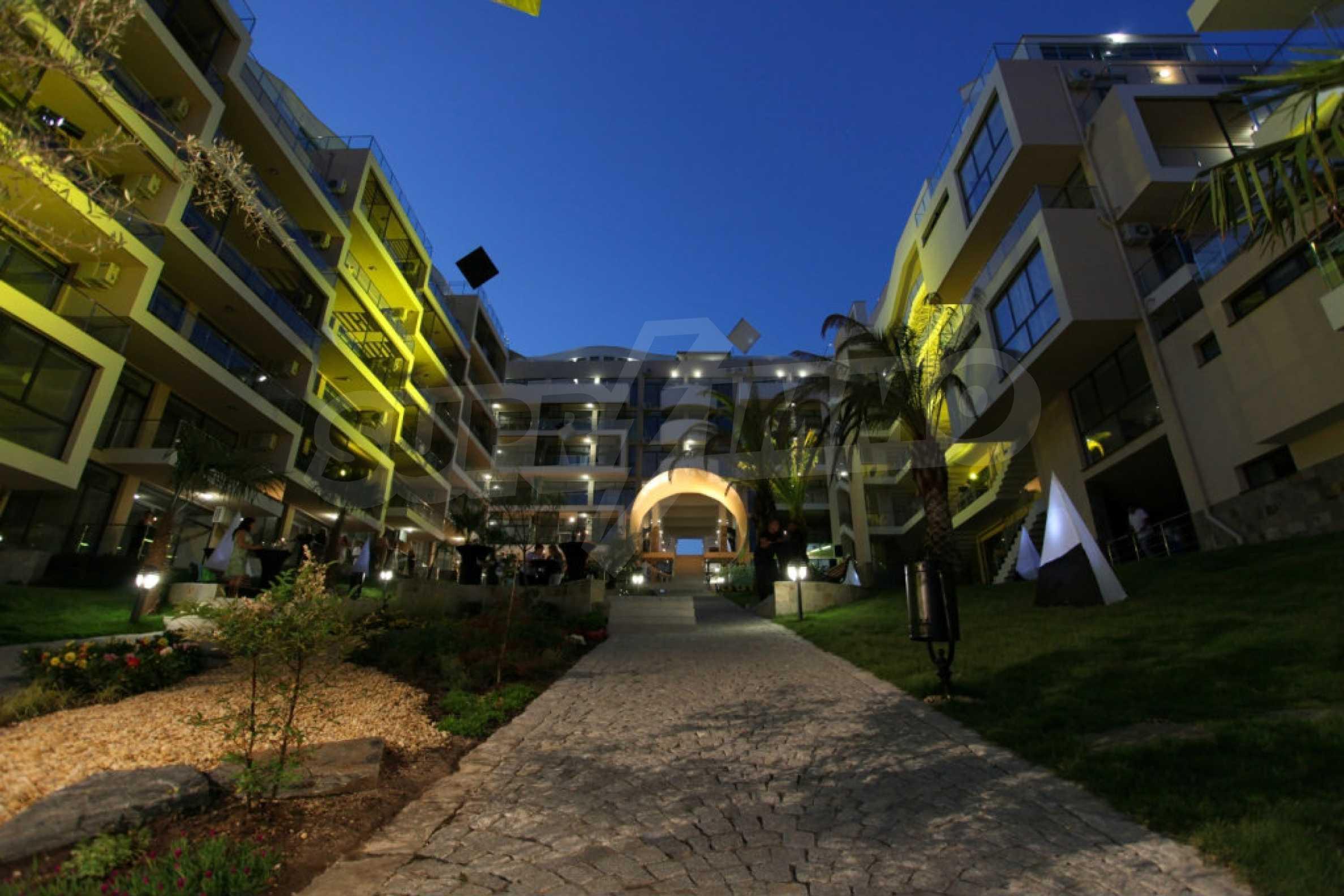 Изискани апартаменти и екстри в комплекс на първа линия море 33