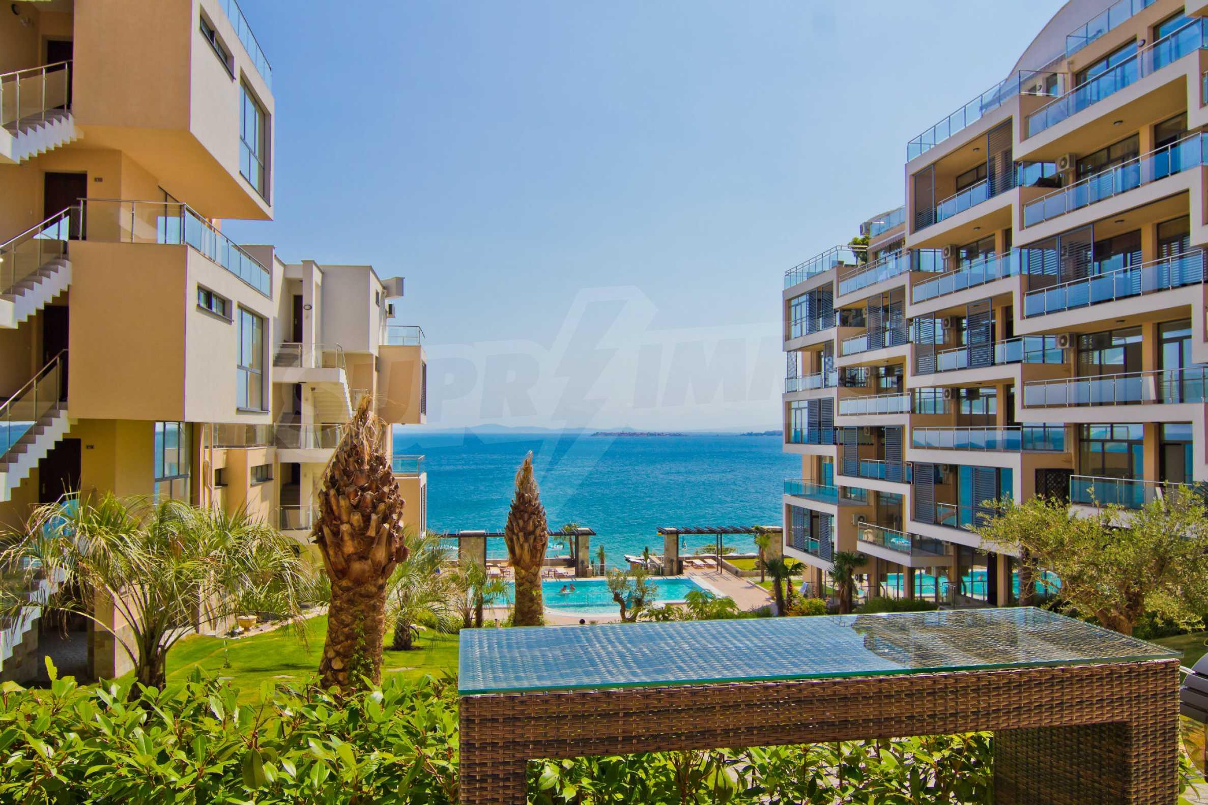 Изискани апартаменти и екстри в комплекс на първа линия море 9