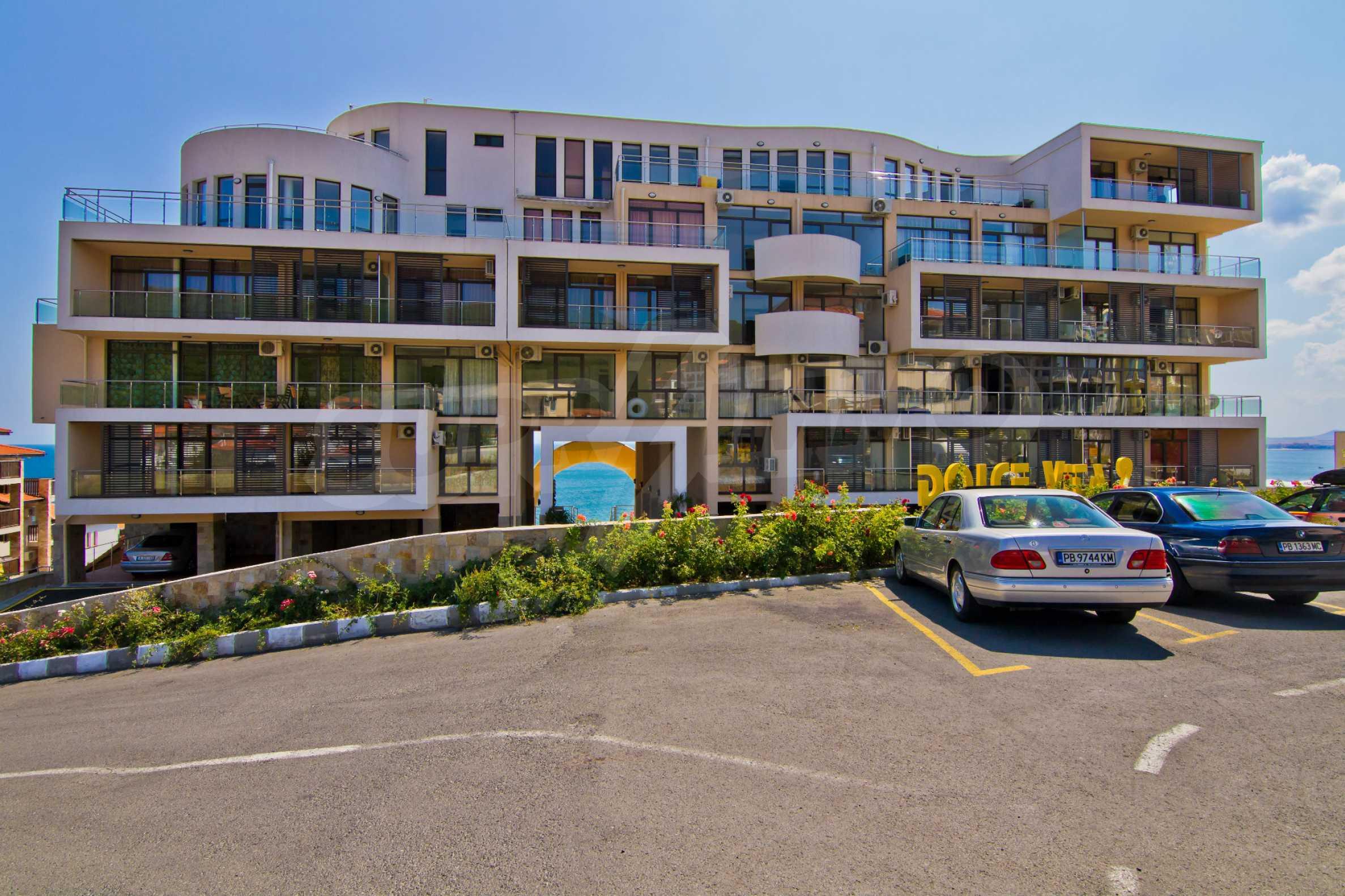 Изискани апартаменти и екстри в комплекс на първа линия море 10