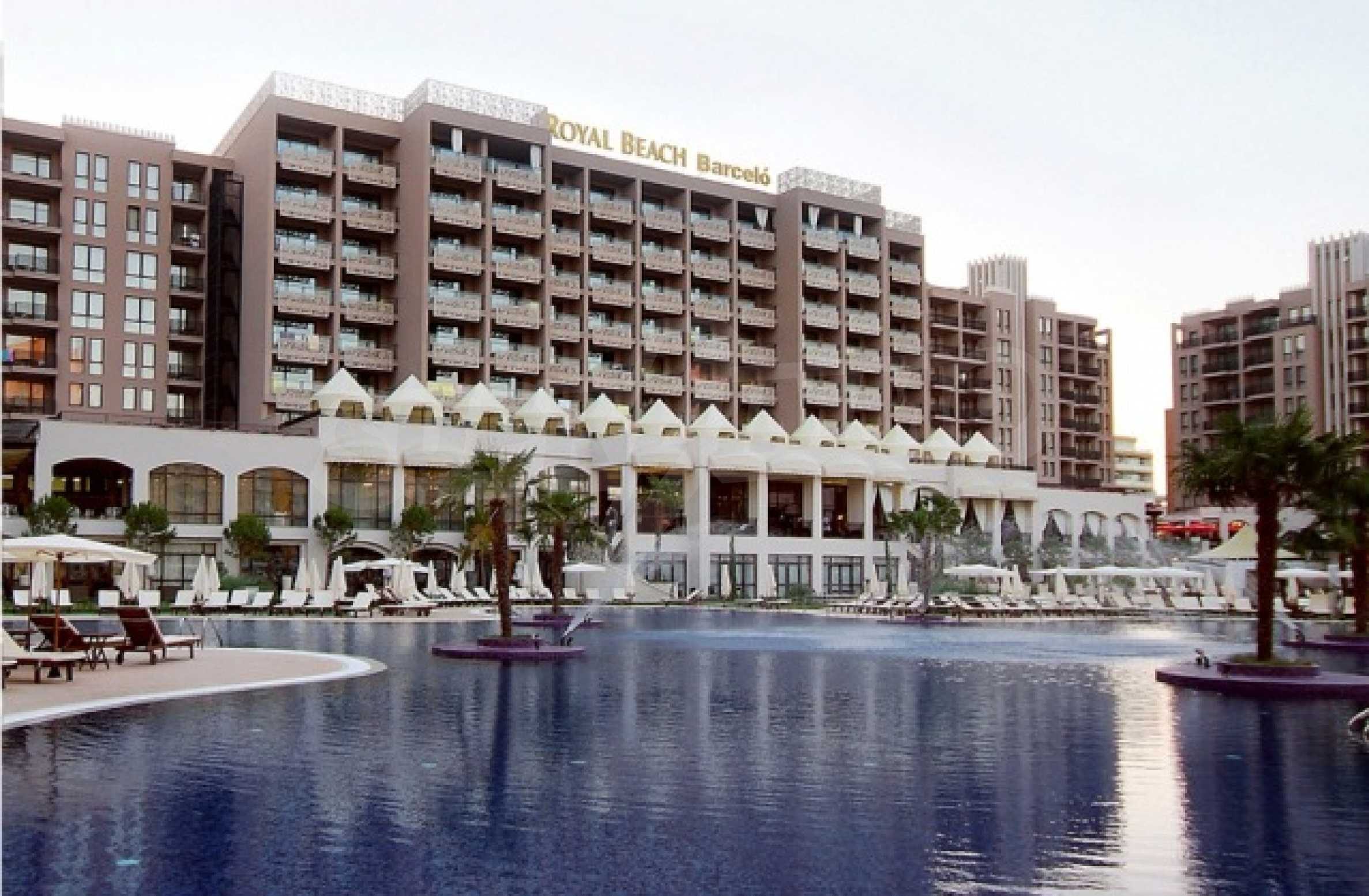 Fully furnished two-bedroom apartment in Royal Beach Barcelo