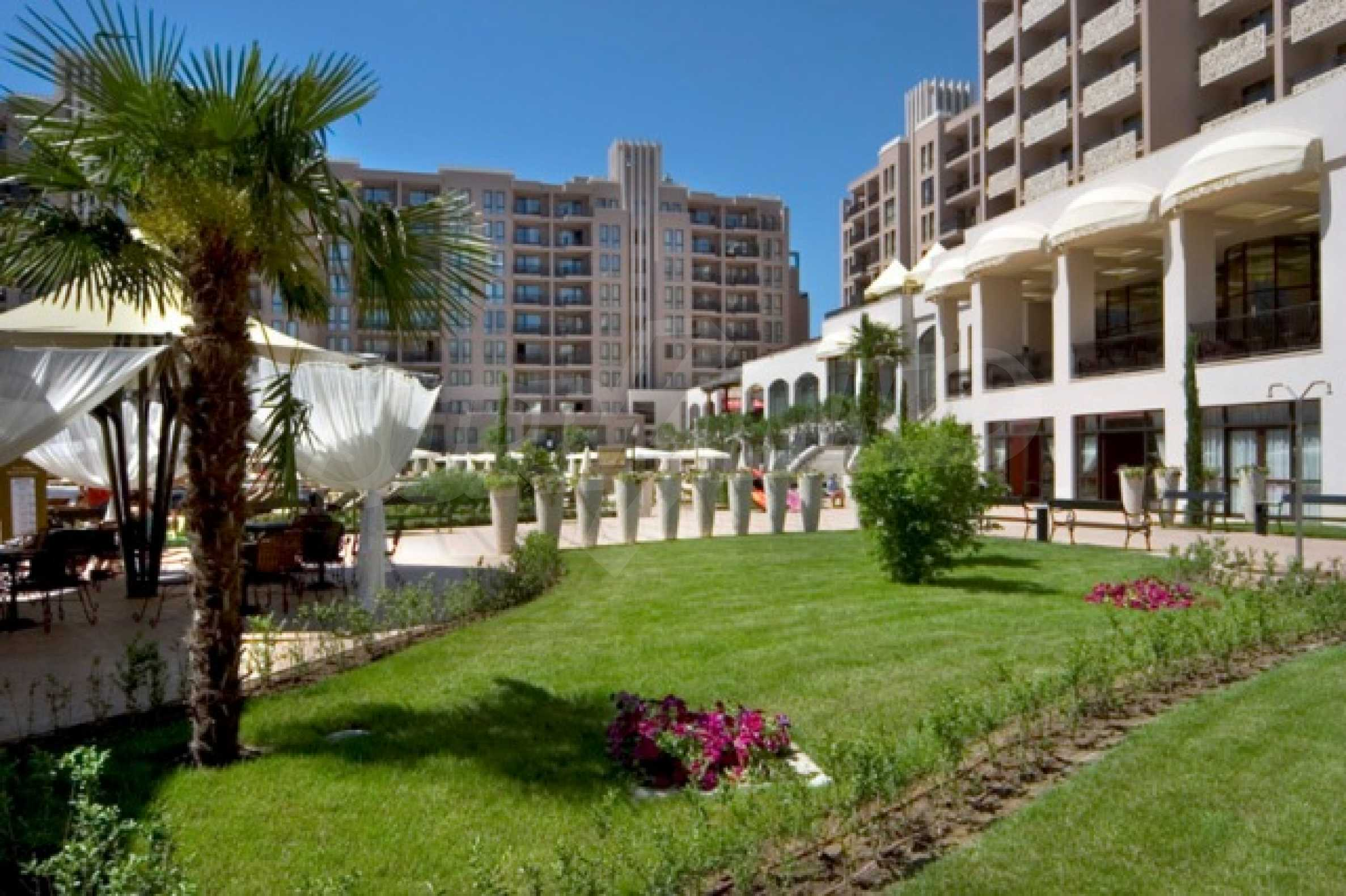 Fully furnished two-bedroom apartment in Royal Beach Barcelo 2