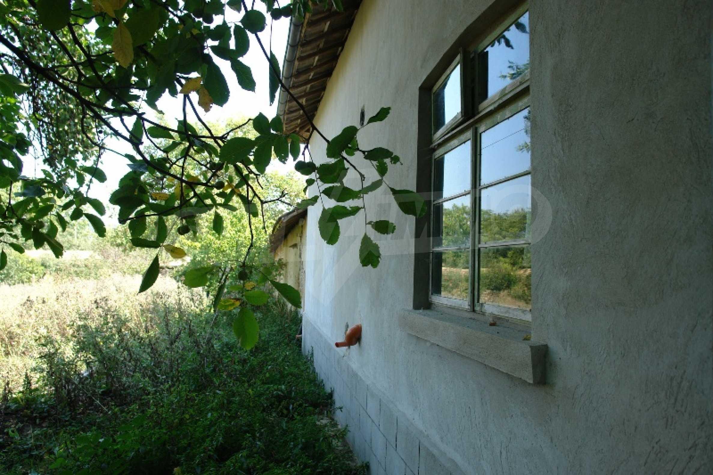 Едноетажна къща с две спални в село Садина, Русенско 15