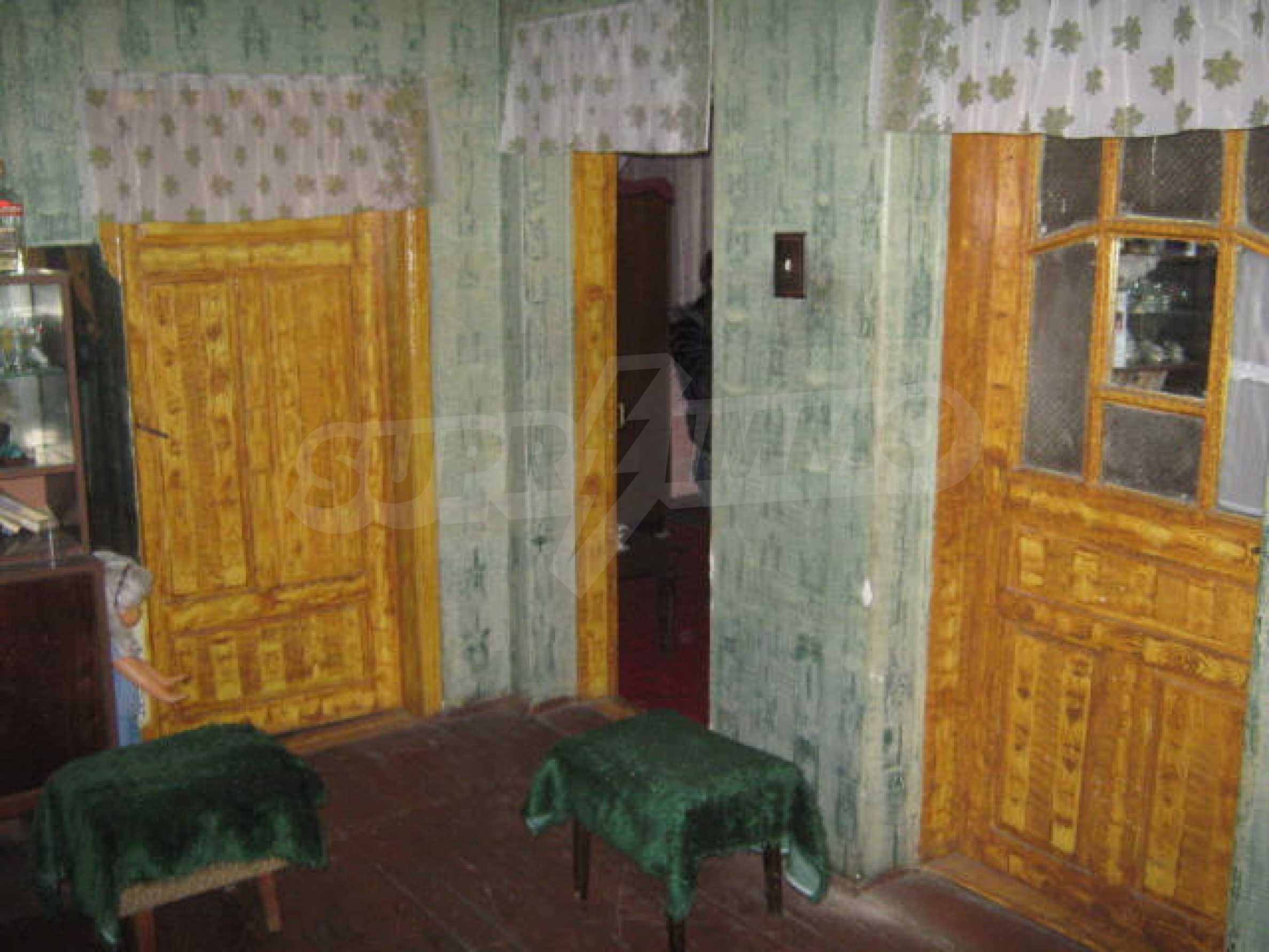 Yellow bungalow in traditional style 2