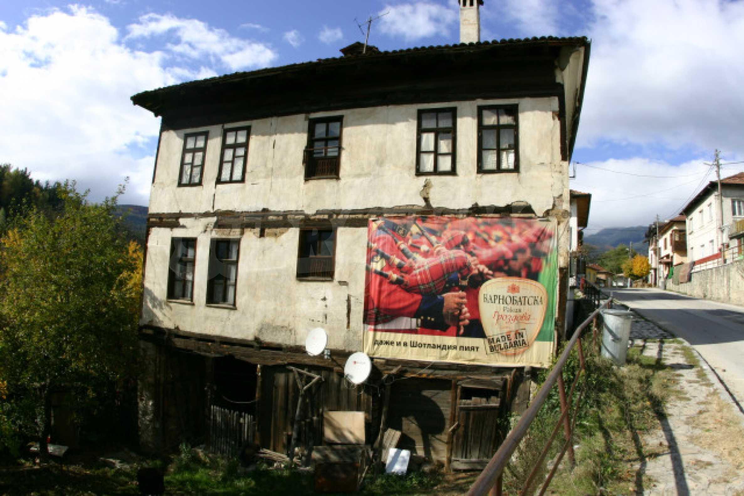 Большой дом недалеко от Банско 1