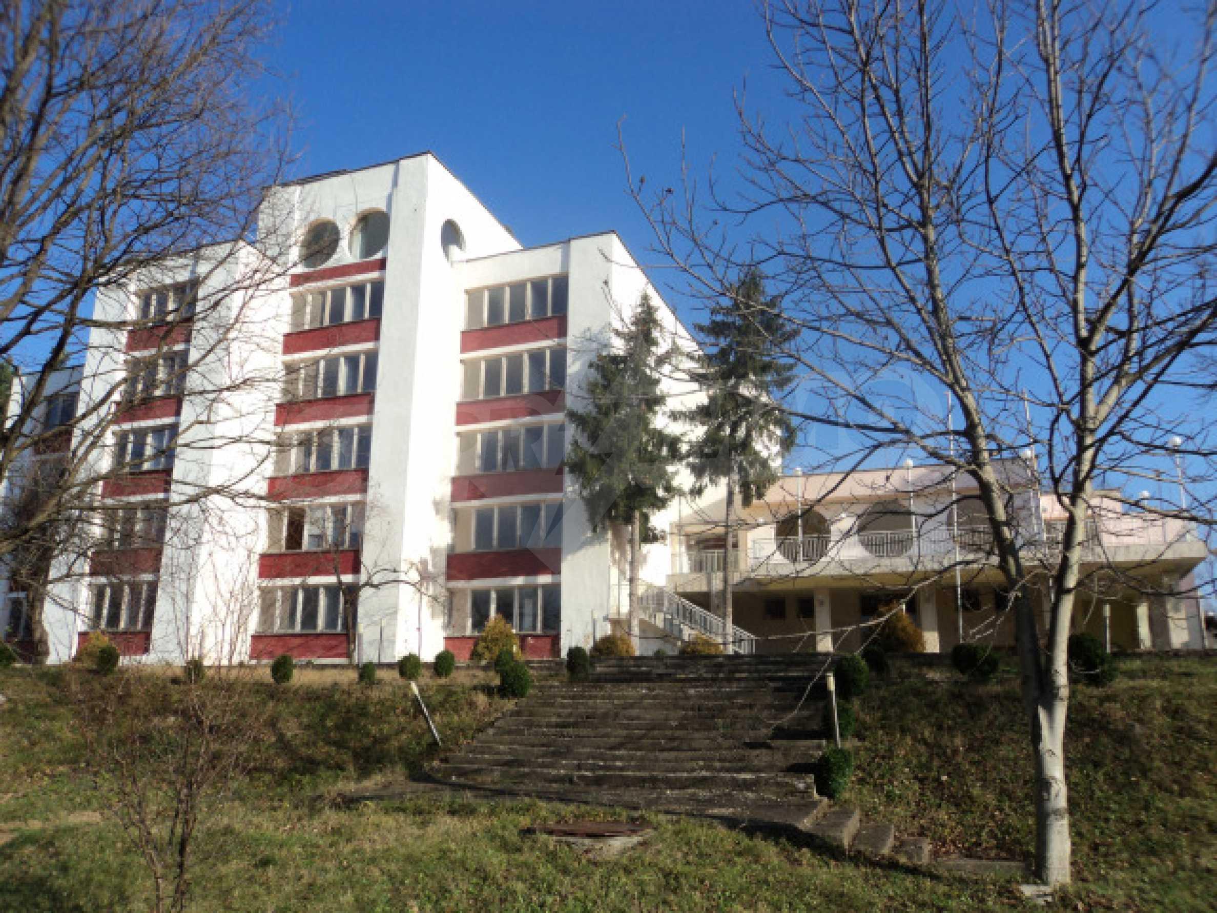 Резиденция у подножия гор  1