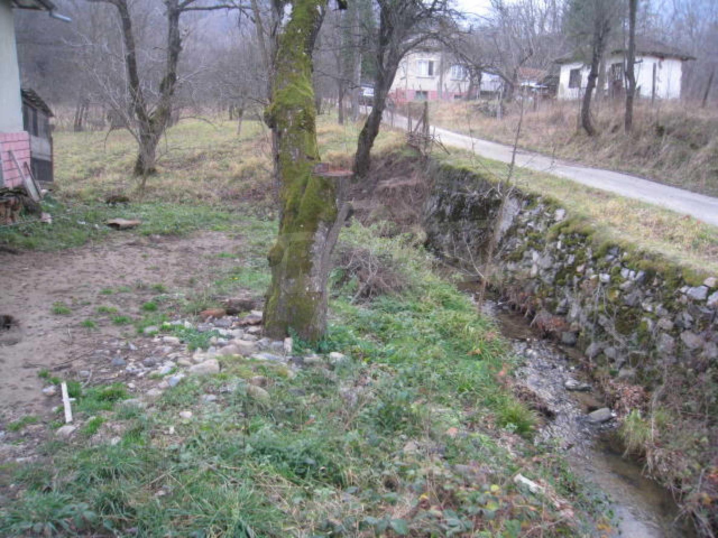 Голям парцел в регулация в близост до Клисурския манастир 6