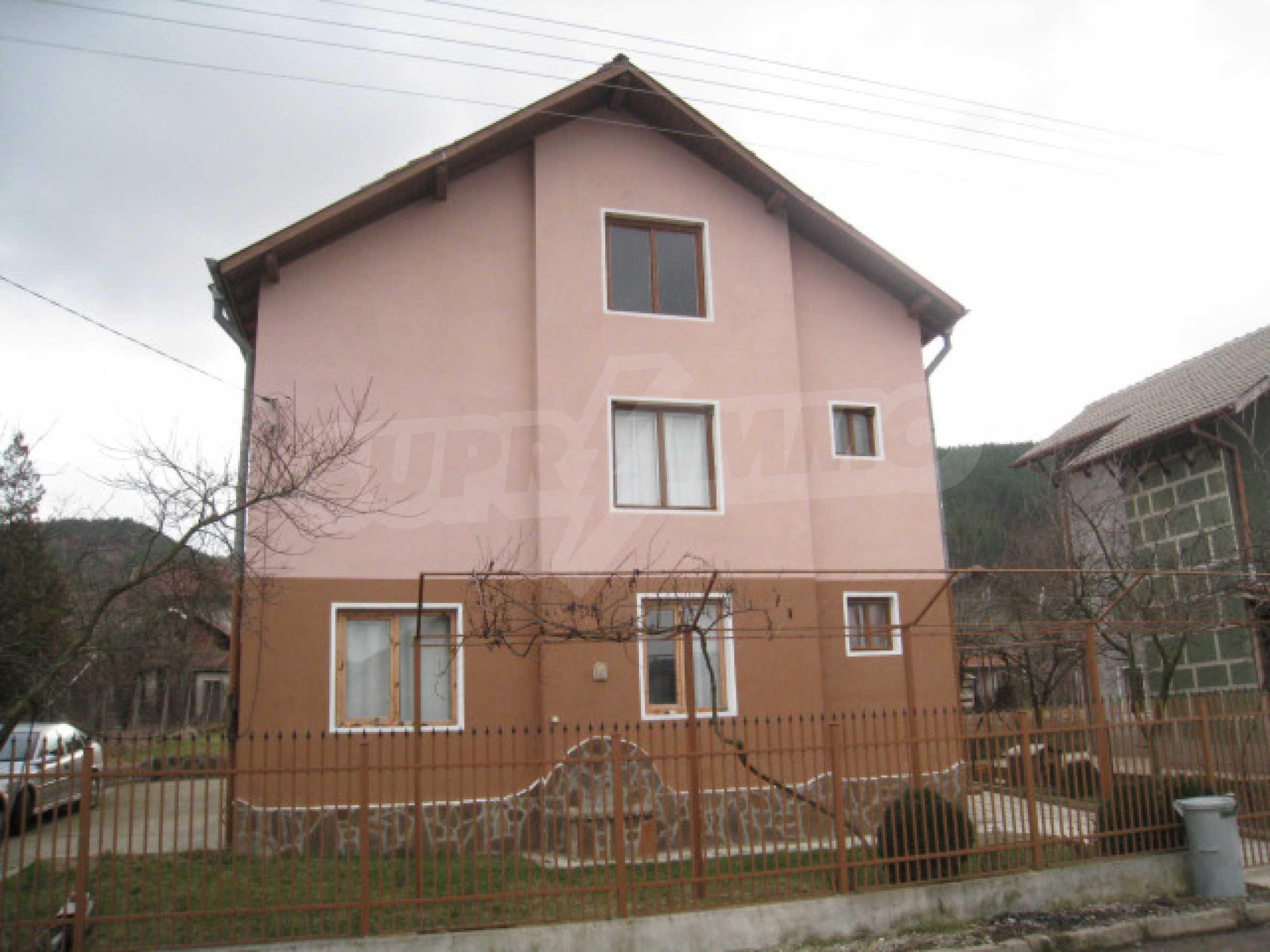 Красивый дом с прекрасным видом на горы