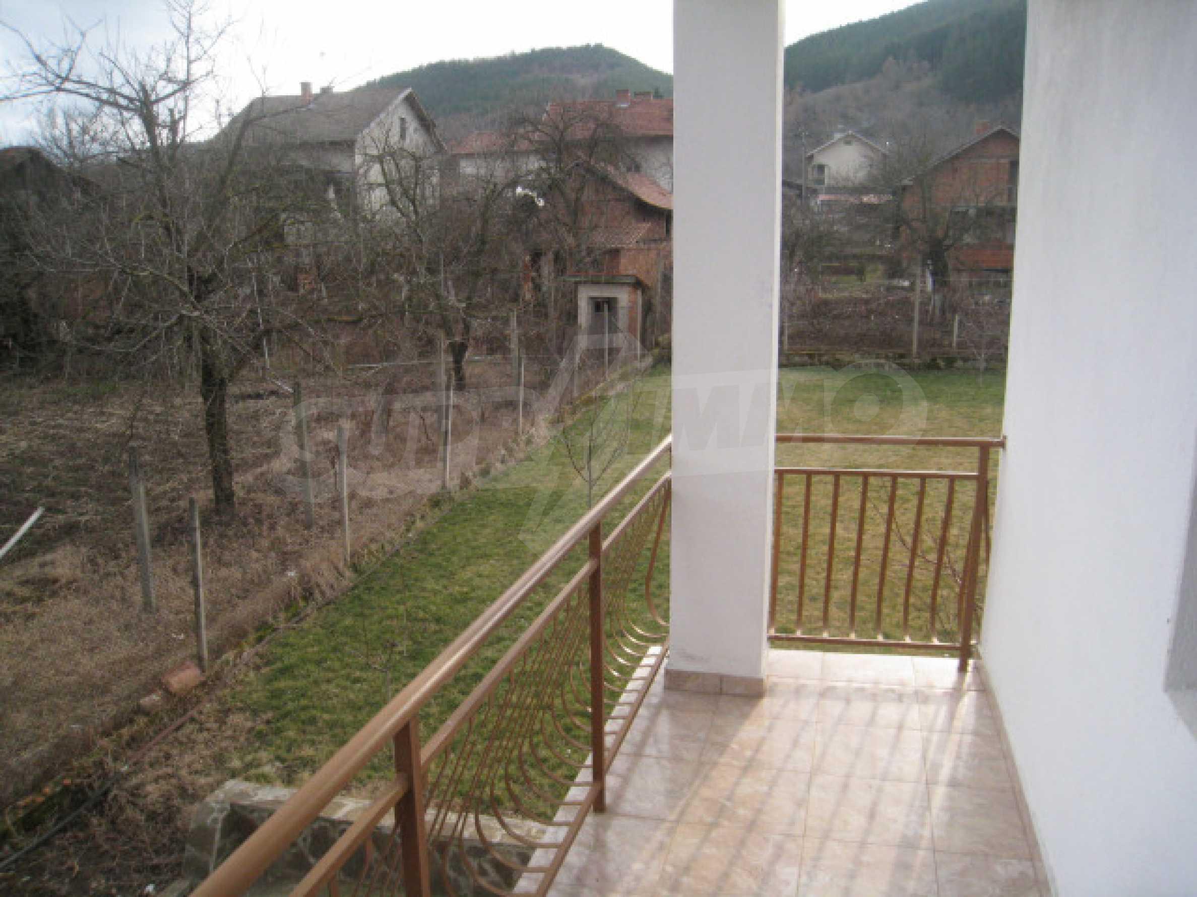 Красивый дом с прекрасным видом на горы 30