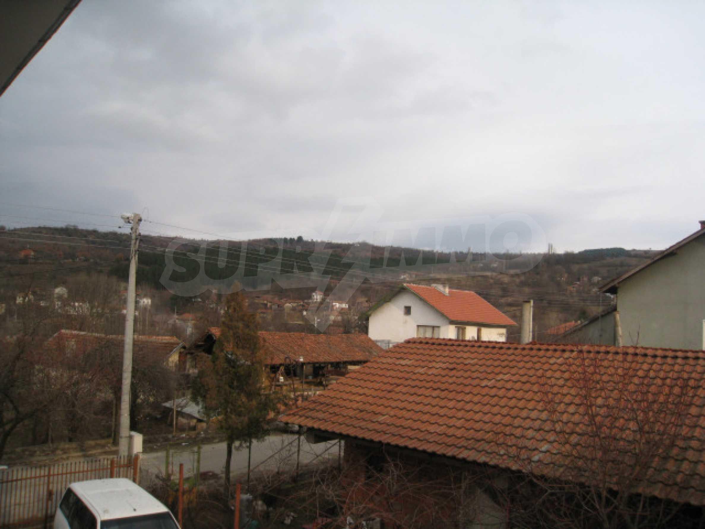 Красивый дом с прекрасным видом на горы 33