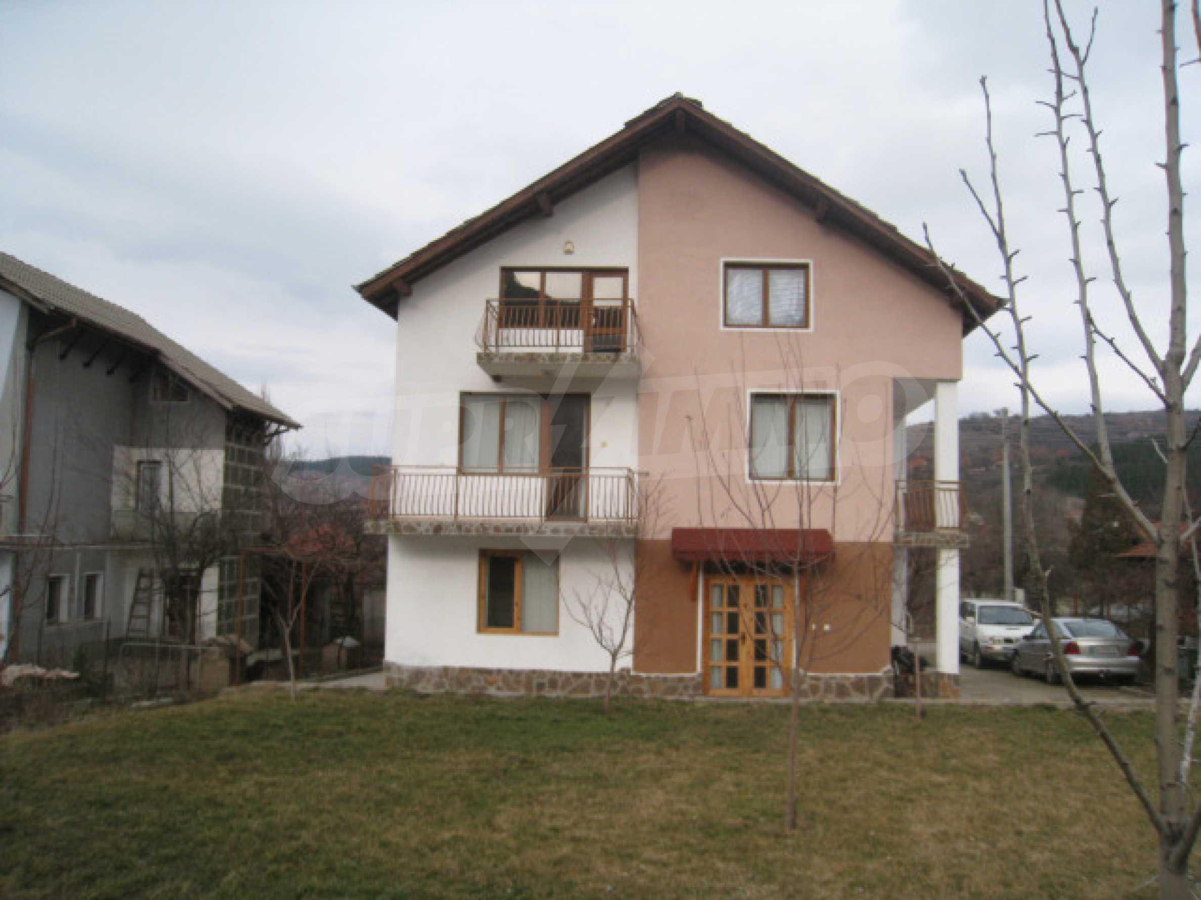 Красивый дом с прекрасным видом на горы 44