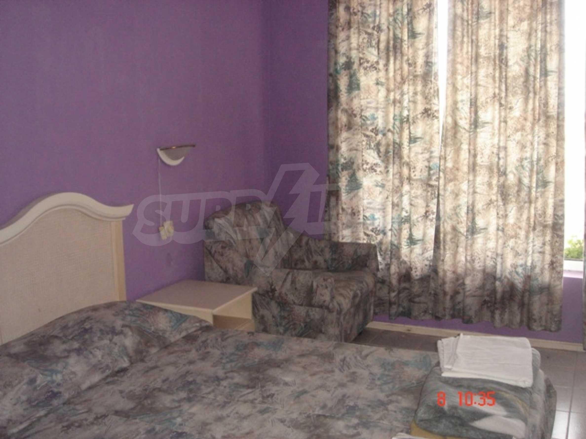 Хотел Елена 19