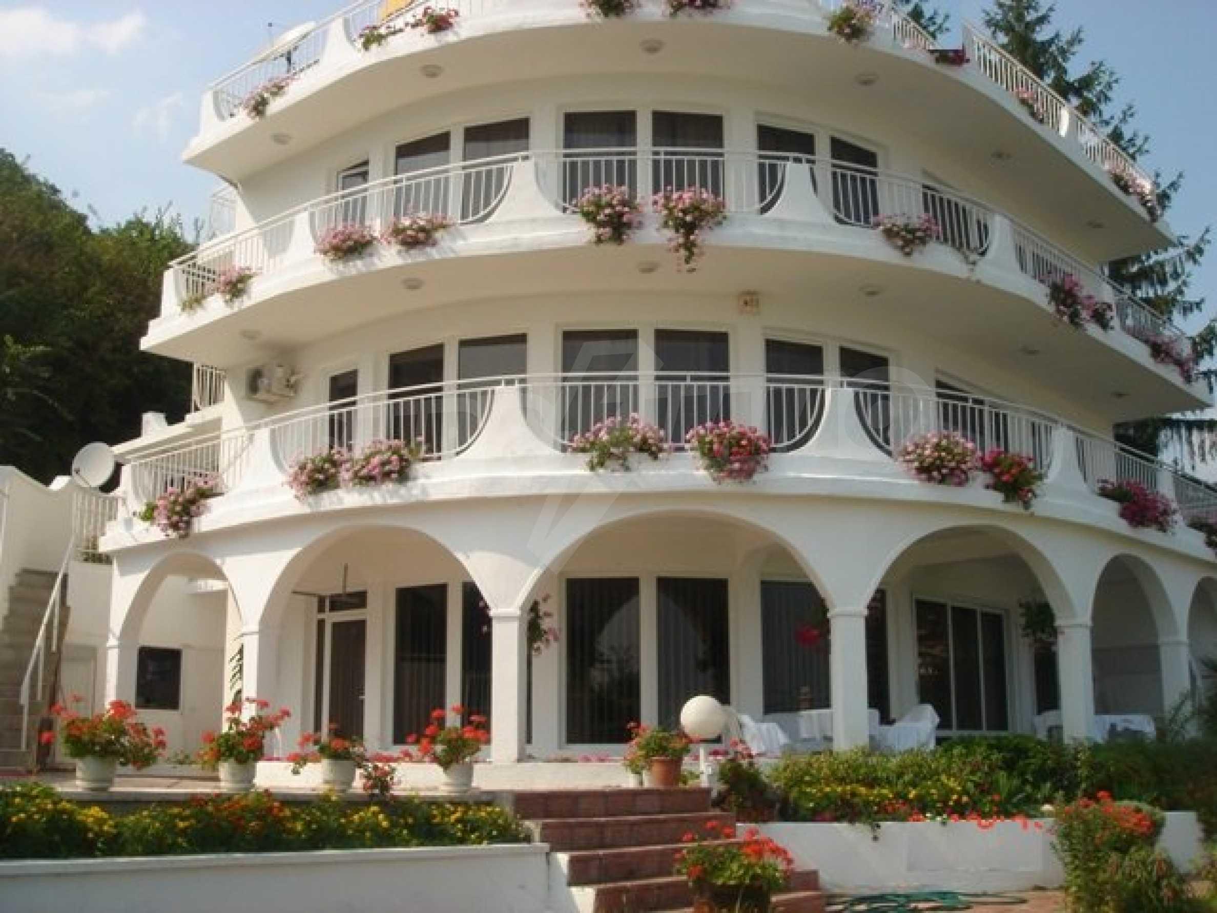 Хотел Елена 1