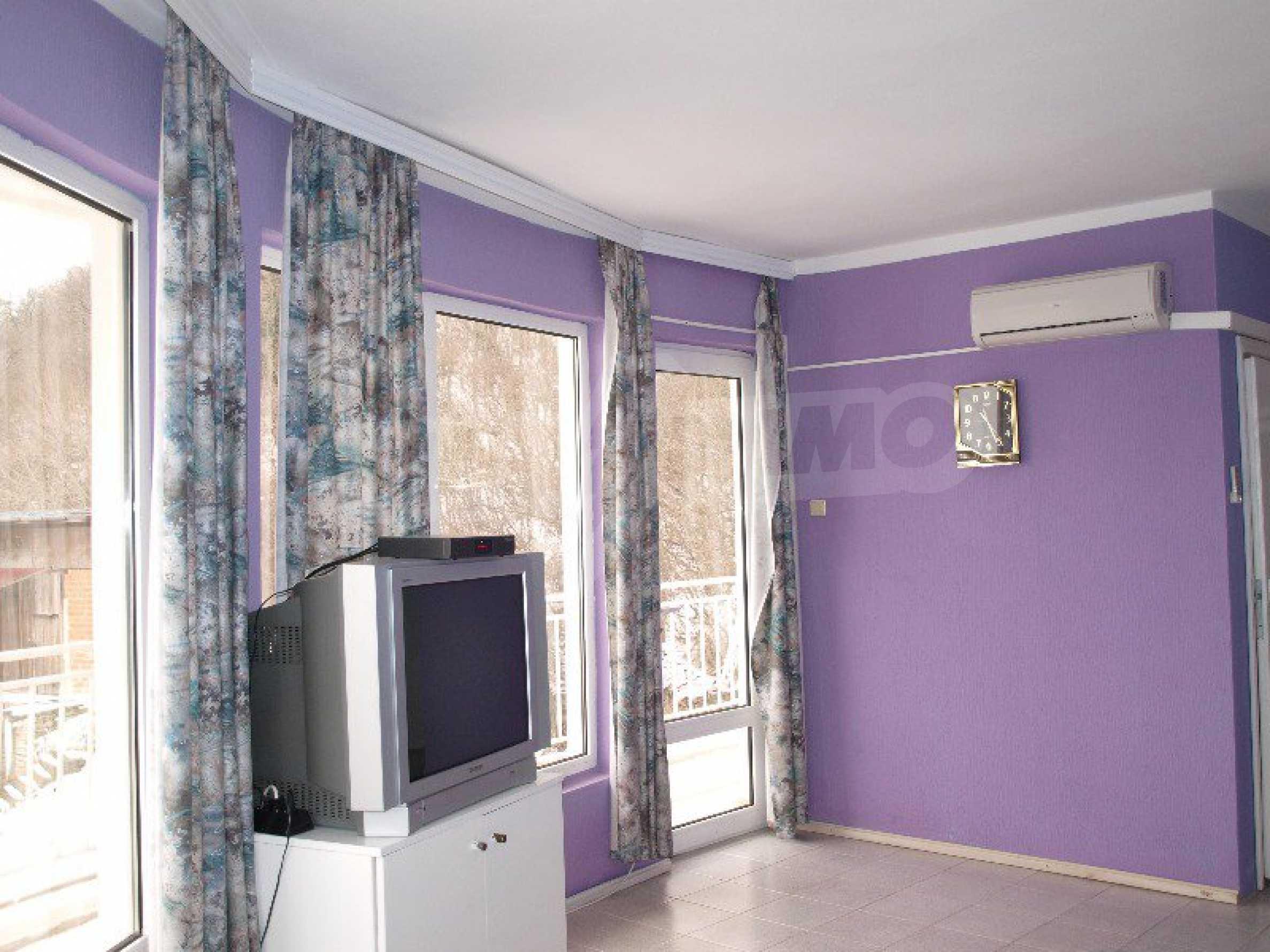 Хотел Елена 32