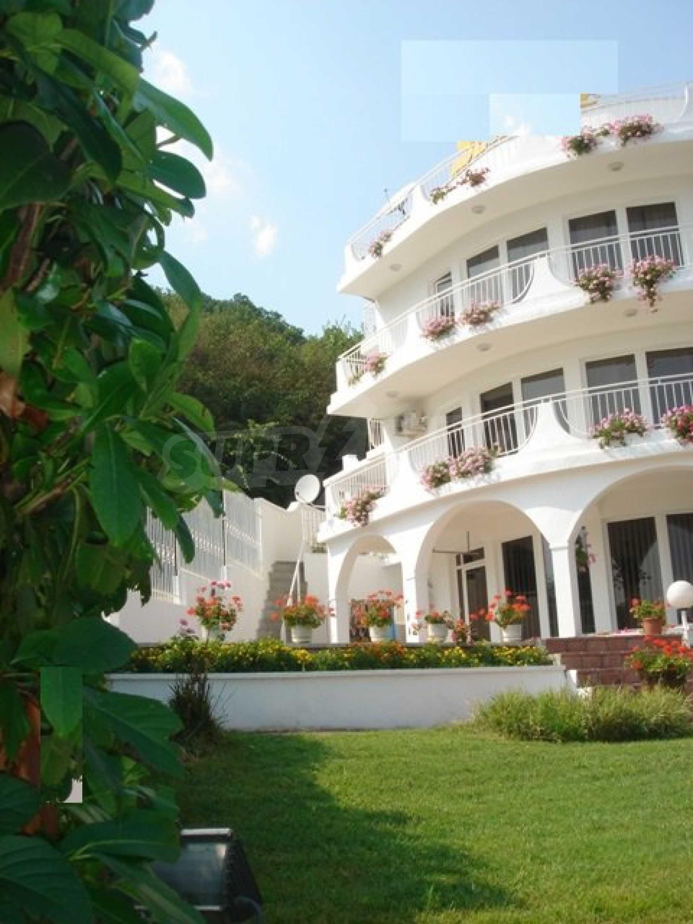 Хотел Елена 3