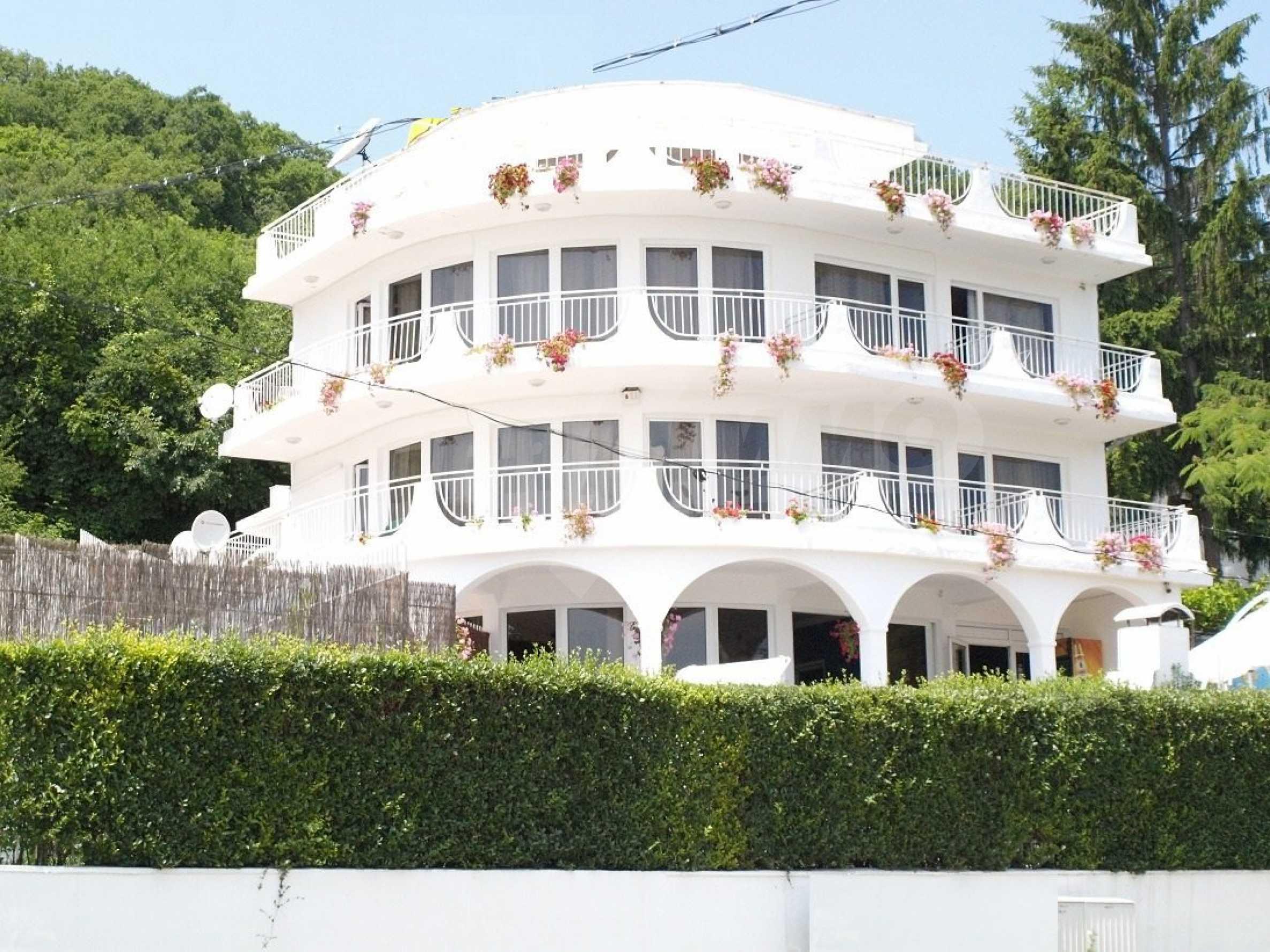 Хотел Елена 4