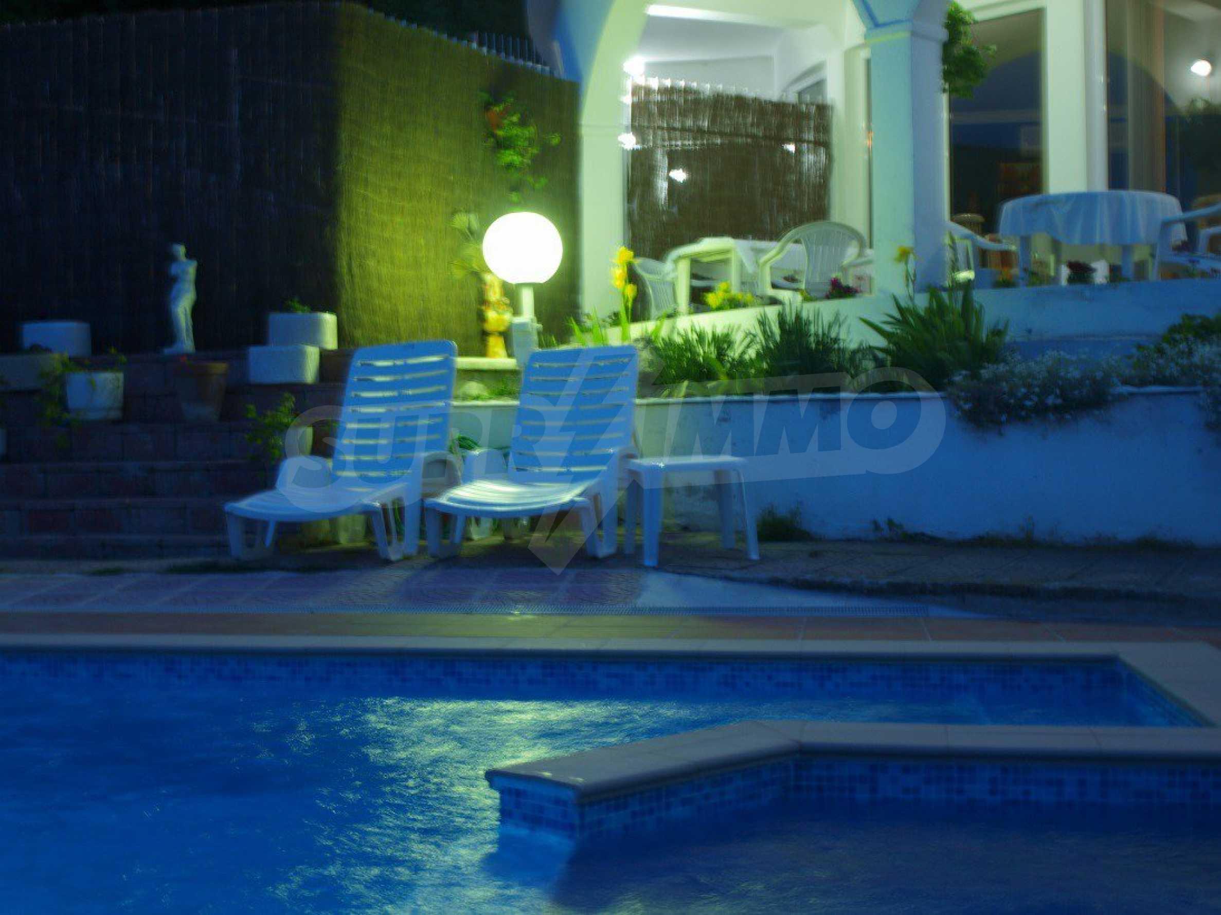 Хотел Елена 49